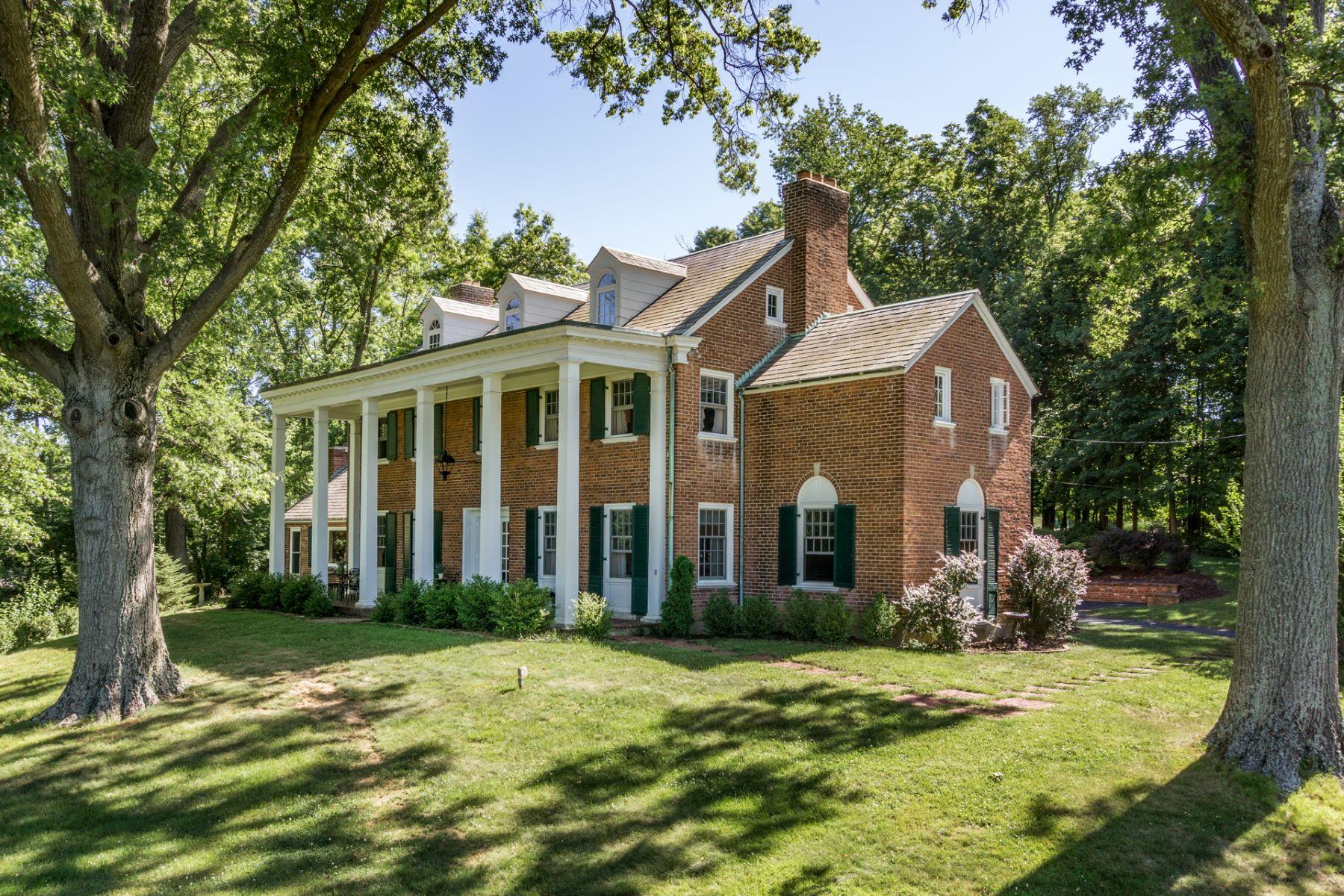 Nhà ở một gia đình vì Bán tại Beautiful & Private Two Acre Hilltop Estate 3614 Section Rd Amberley Village, Cincinnati, Ohio, 45237 Hoa Kỳ