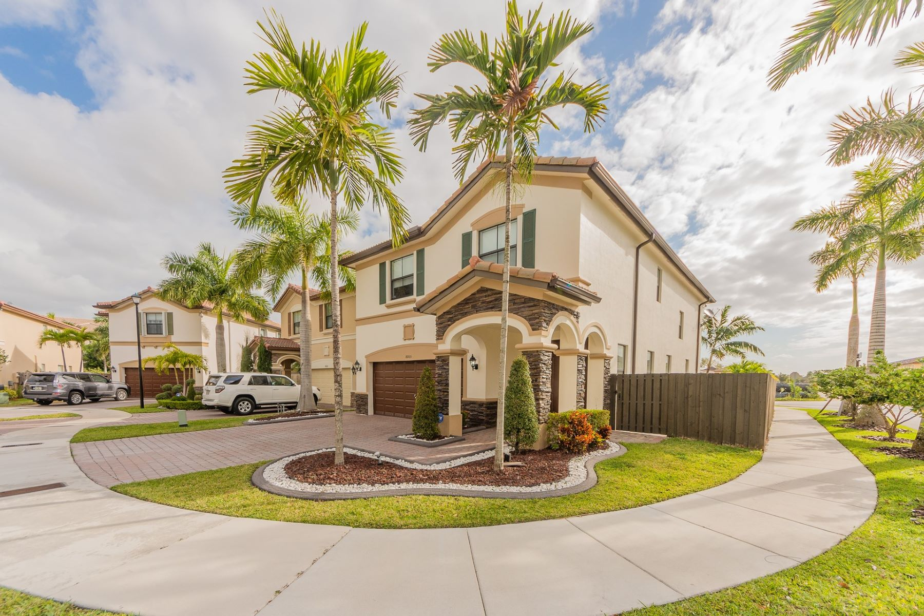 Einfamilienhaus für Verkauf beim 8805 NW 114 PL Doral, Florida 33178 Vereinigte Staaten