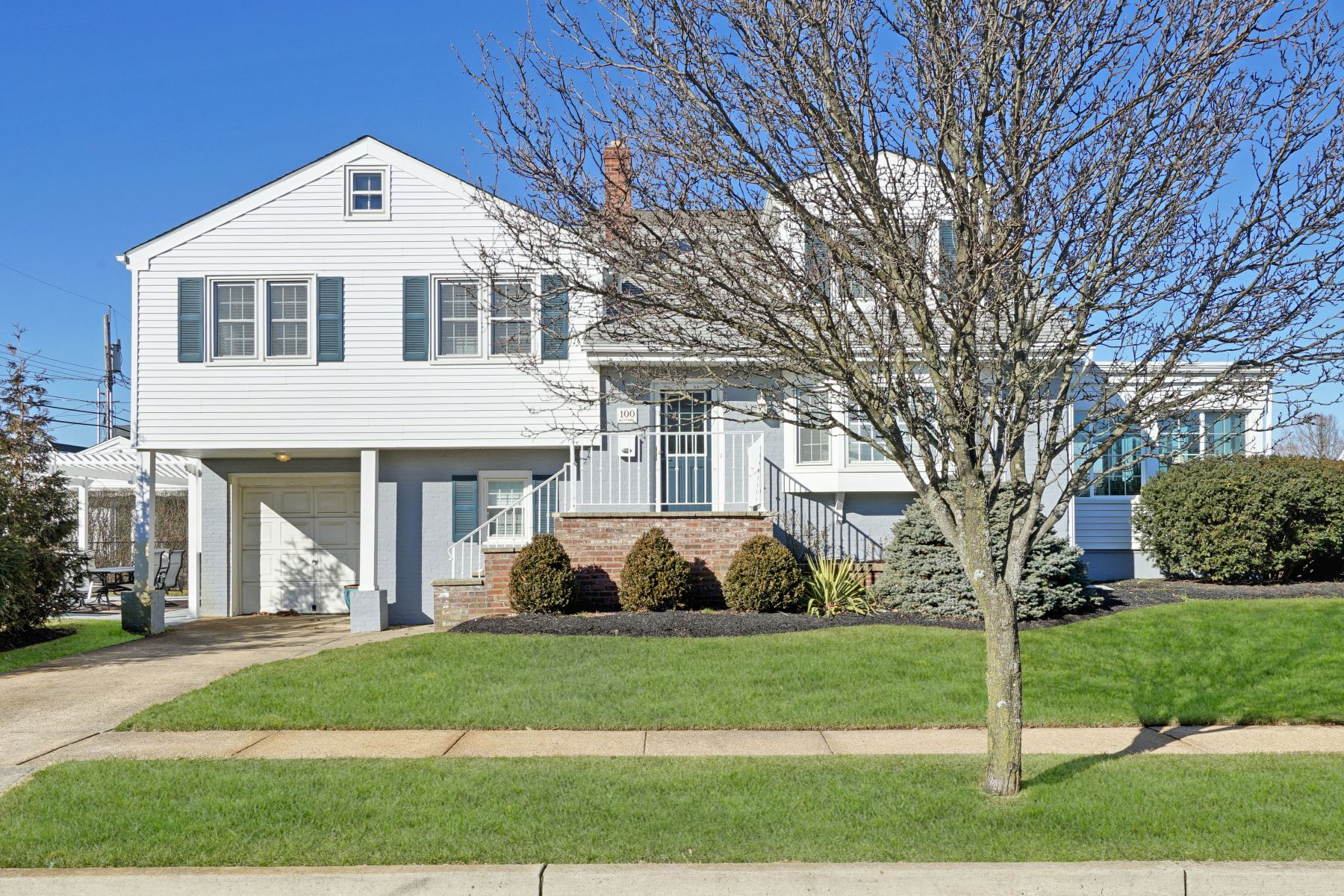 Single Family Homes for Sale at Charming Shore Split-Level 100 Neptune Place Sea Girt, New Jersey 08750 United States