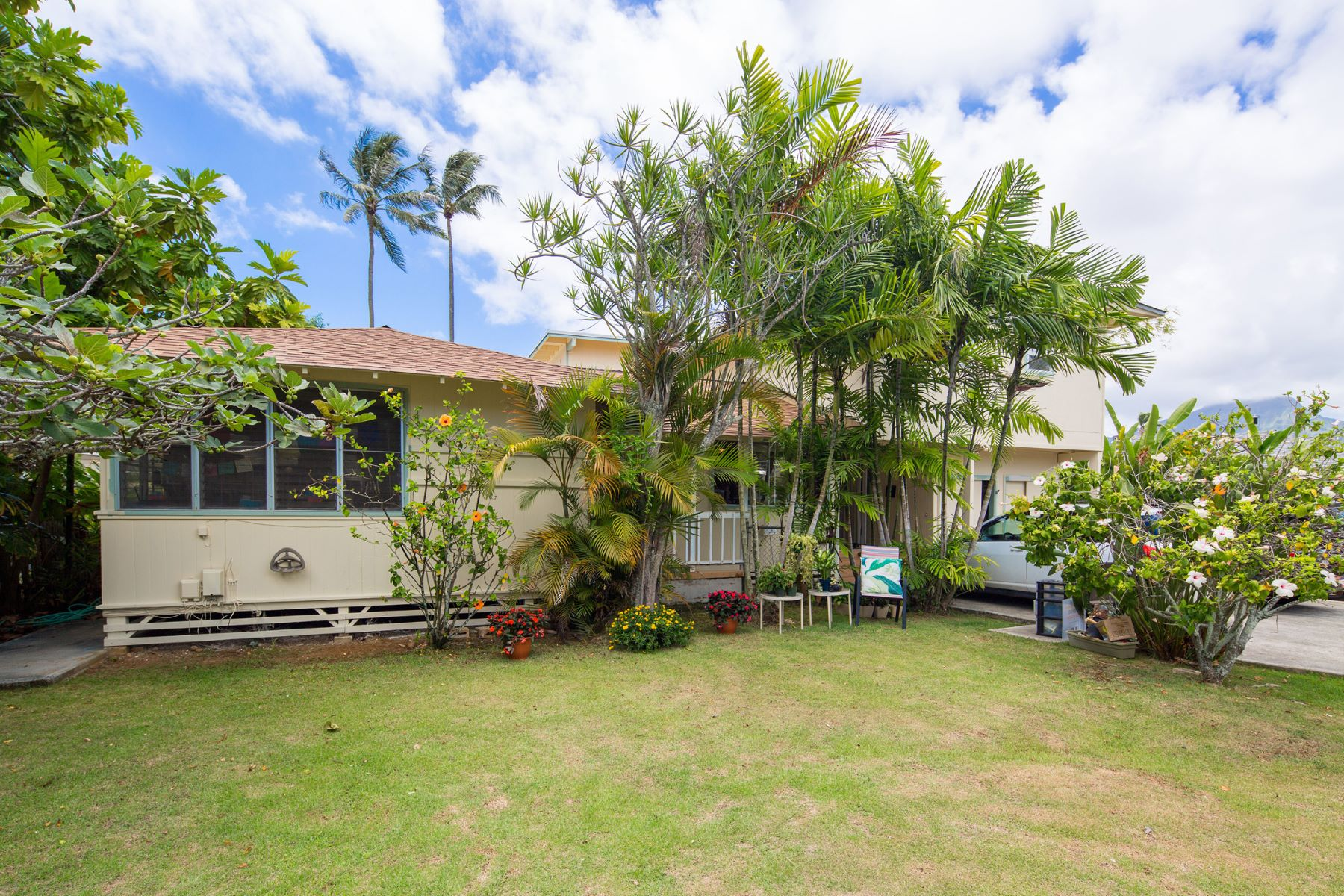 Casa Unifamiliar por un Venta en By The Shinning Sea Hawaii Home 45-125 Ka Hanahou Circle Kaneohe, Hawaii 96744 Estados Unidos