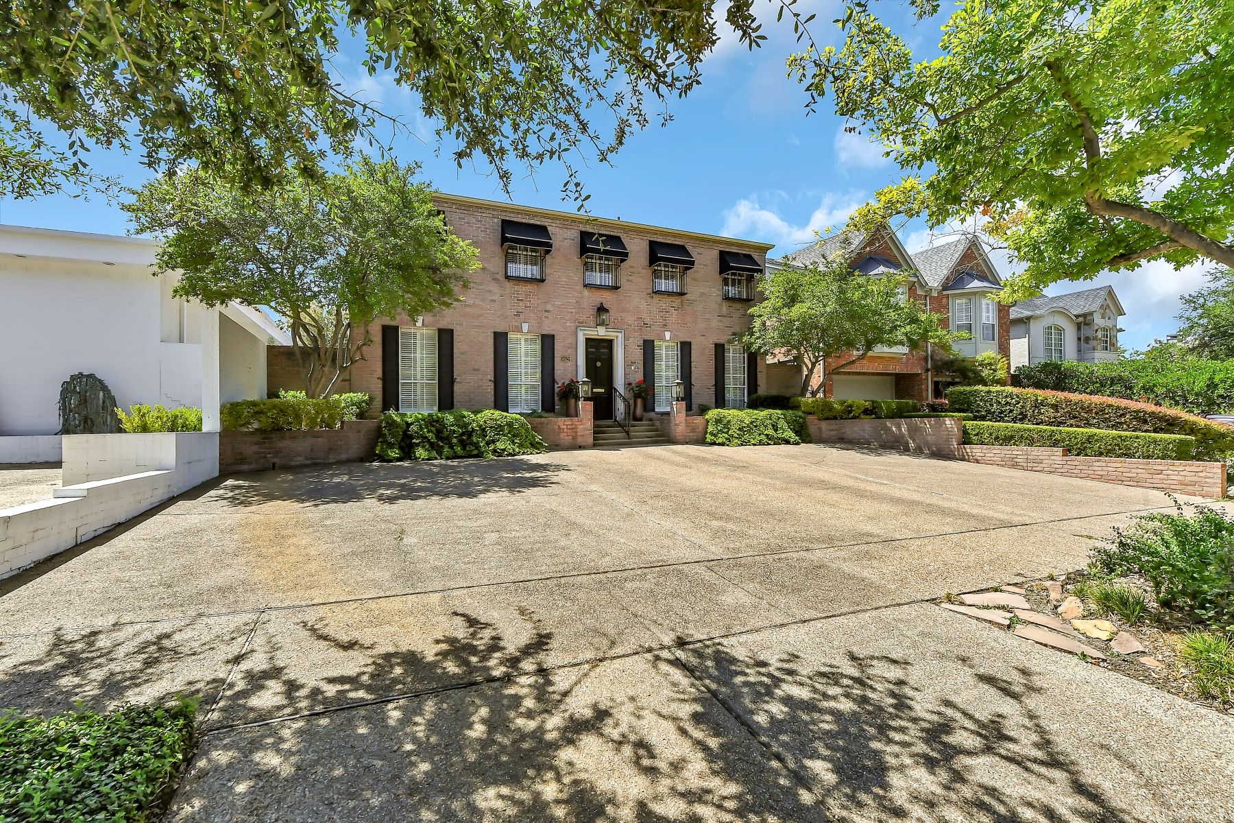 Single Family Homes for Active at A truly extraordinary home in Chamberlain Arlington Heights that's a must see! 5629 El Campo Avenue Fort Worth, Texas 76107 United States