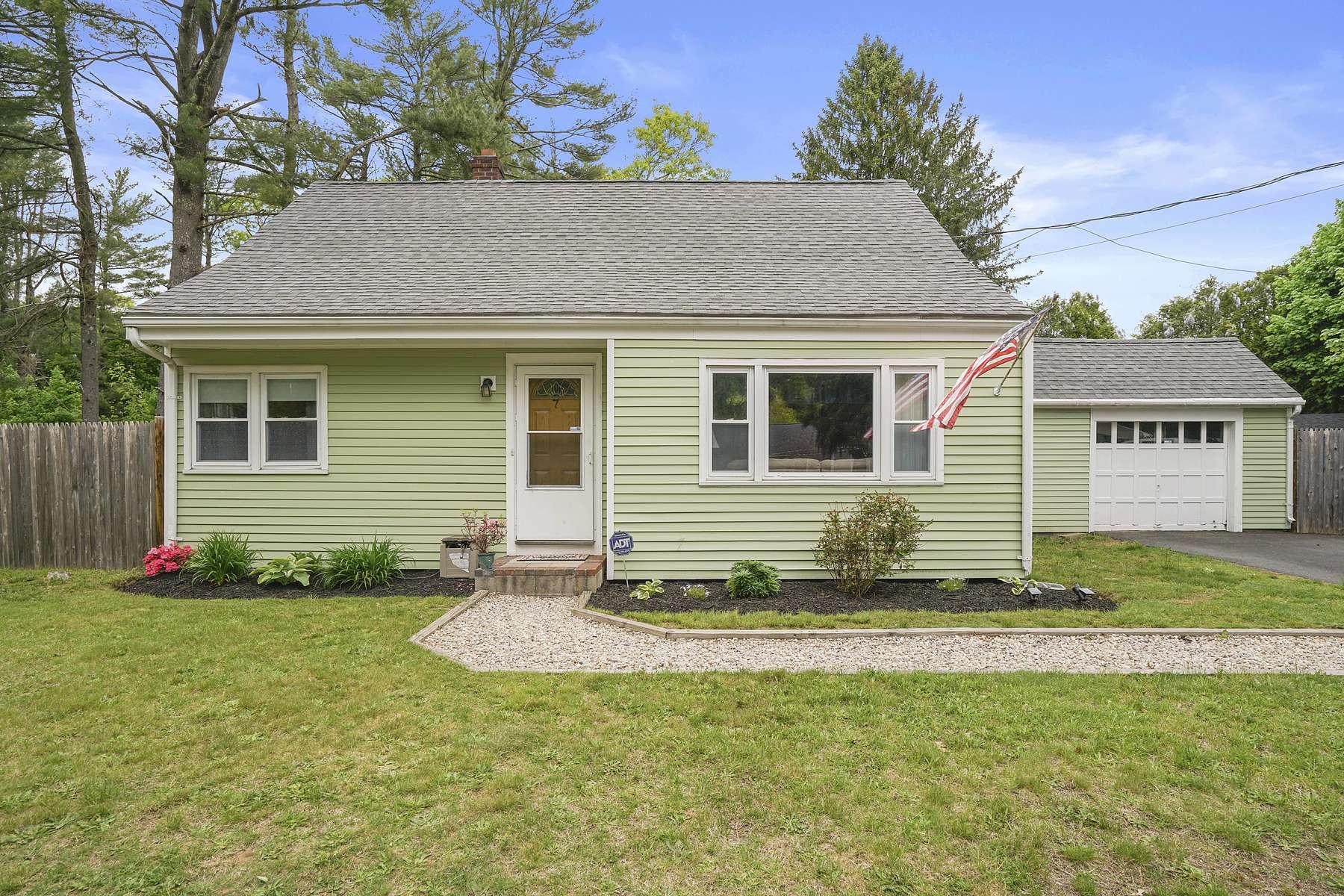 Single Family Homes for Active at Cape 7 Grove St Kingston, Massachusetts 02364 United States