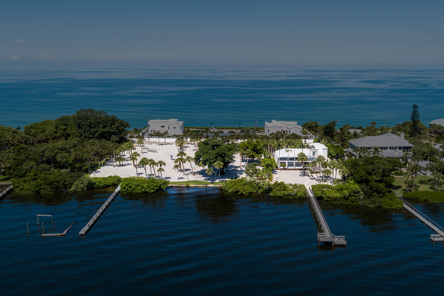 single family homes for Active at 410 N Casey Key Rd Osprey, Florida 34229 United States