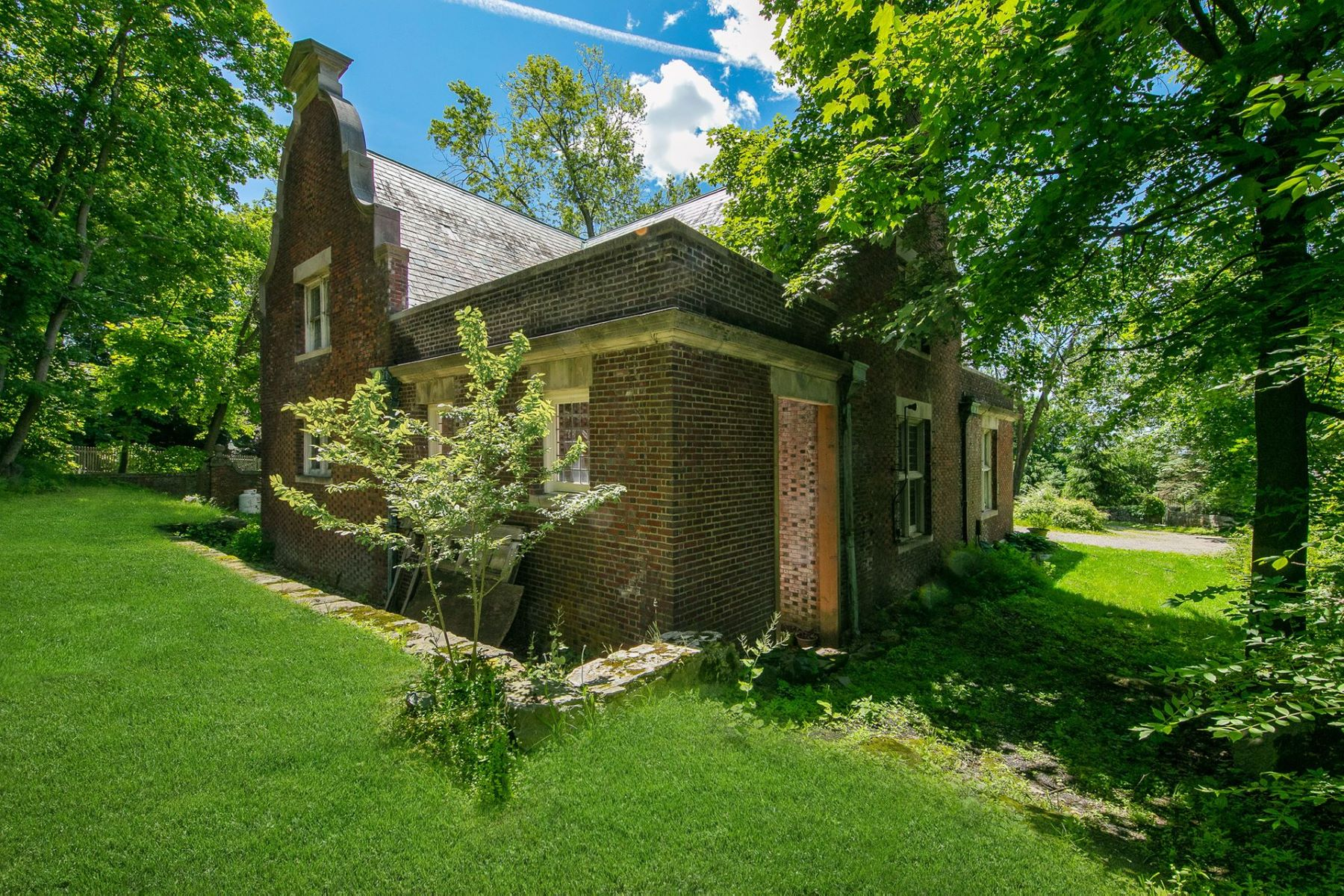 Additional photo for property listing at Historic Henry V Poor Carriage House 72 Circuit Road Tuxedo Park, New York 10987 United States