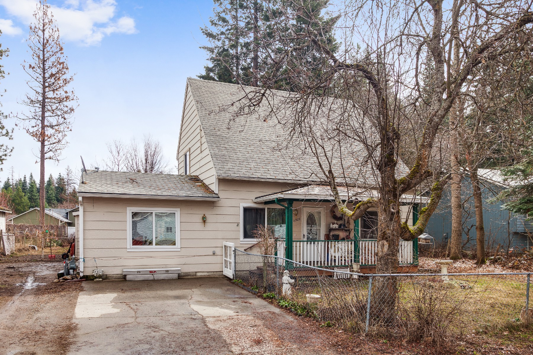 Single Family Home for Active at Spacious 4 bedroom/2 bathroom home 14928 N Stevens Rathdrum, Idaho 83858 United States
