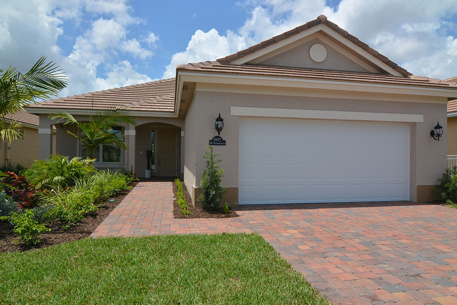 Maison unifamiliale pour l Vente à Room for a Pool! 10071 Roehampton Court SW Port St. Lucie, Florida, 34987 États-Unis