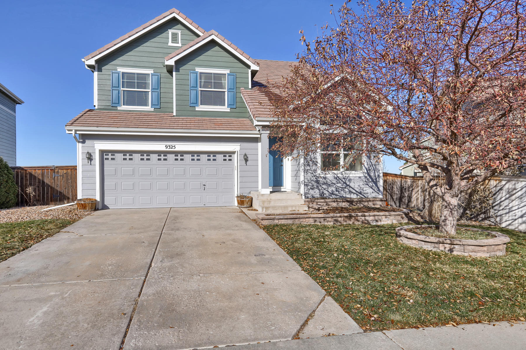 Single Family Homes for Sale at Modern Living, Move-in Ready! 9325 Longstone Drive Parker, Colorado 80134 United States