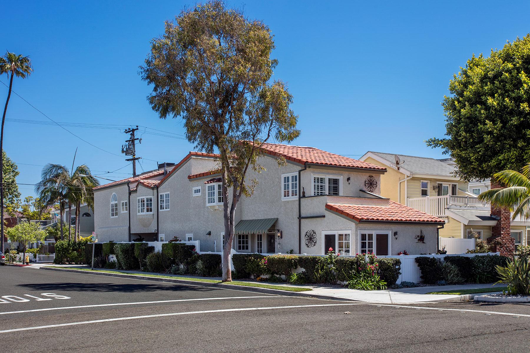 独户住宅 为 销售 在 1301 Ocean Seal Beach, 加利福尼亚州, 90740 美国