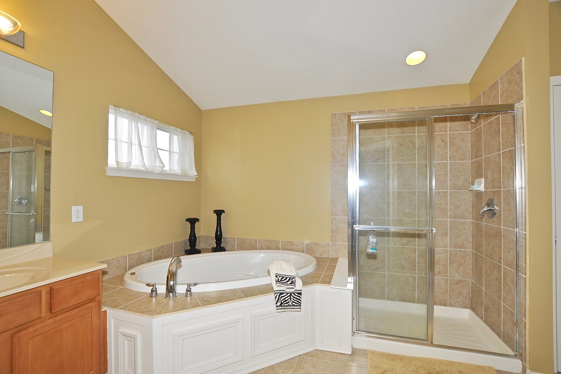 Additional photo for property listing at Phenomenal Home! 11644 Suncatcher Drive Fishers, Indiana 46037 United States
