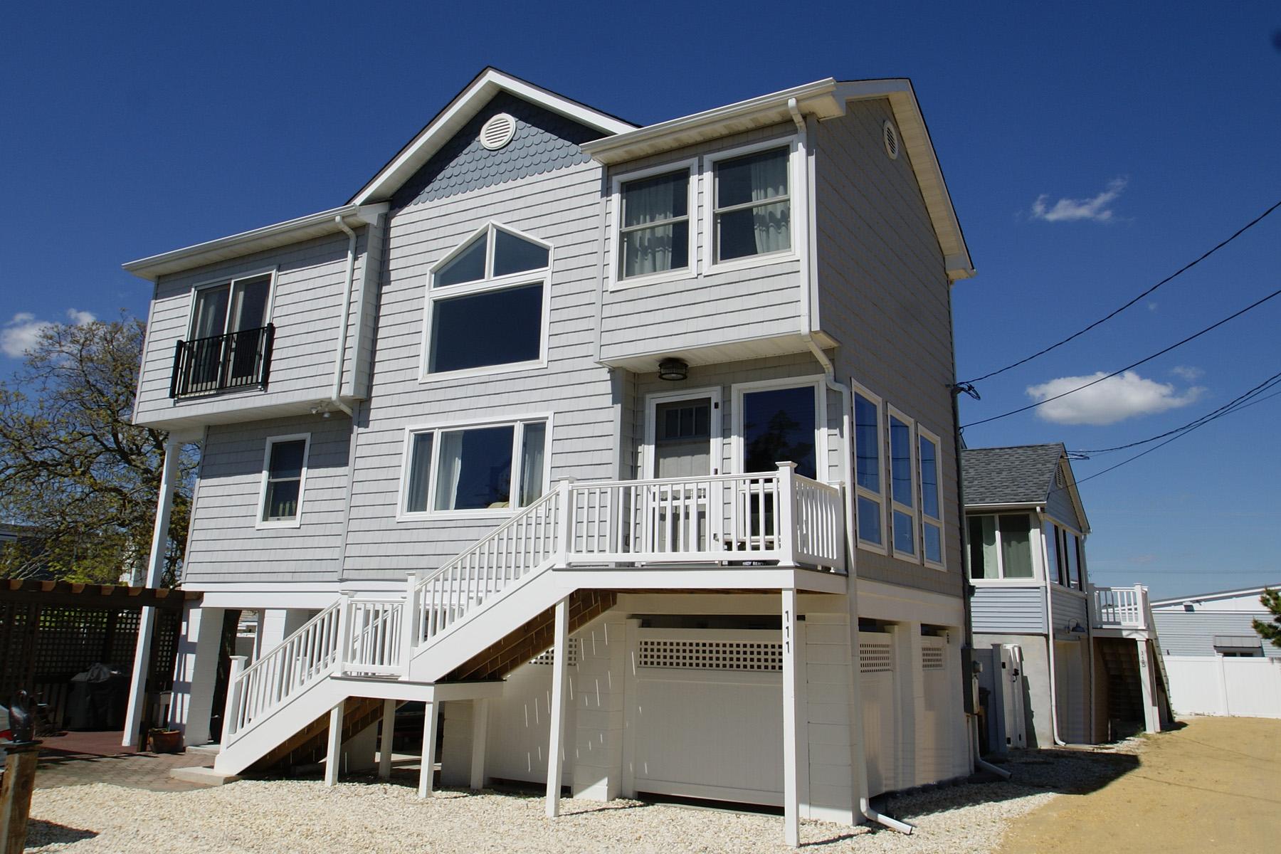 Maison unifamiliale pour l Vente à Extraordinary Home In The Normandy Nine Section 111 W 1st Avenue Normandy Beach, New Jersey, 08739 États-Unis