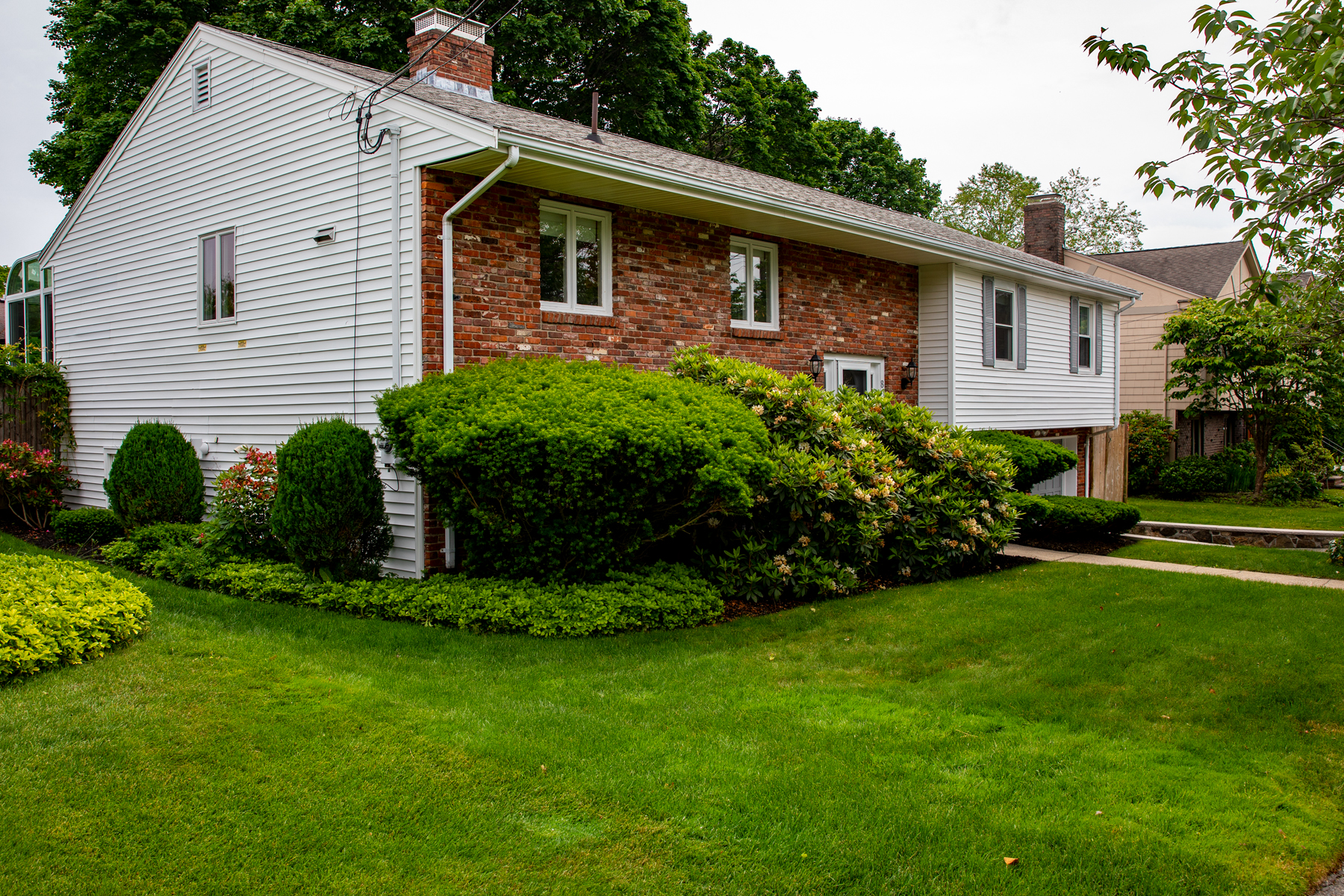 Single Family Homes for Sale at Immaculate 4 bedroom contemporary 8 Priscilla Road Swampscott, Massachusetts 01907 United States