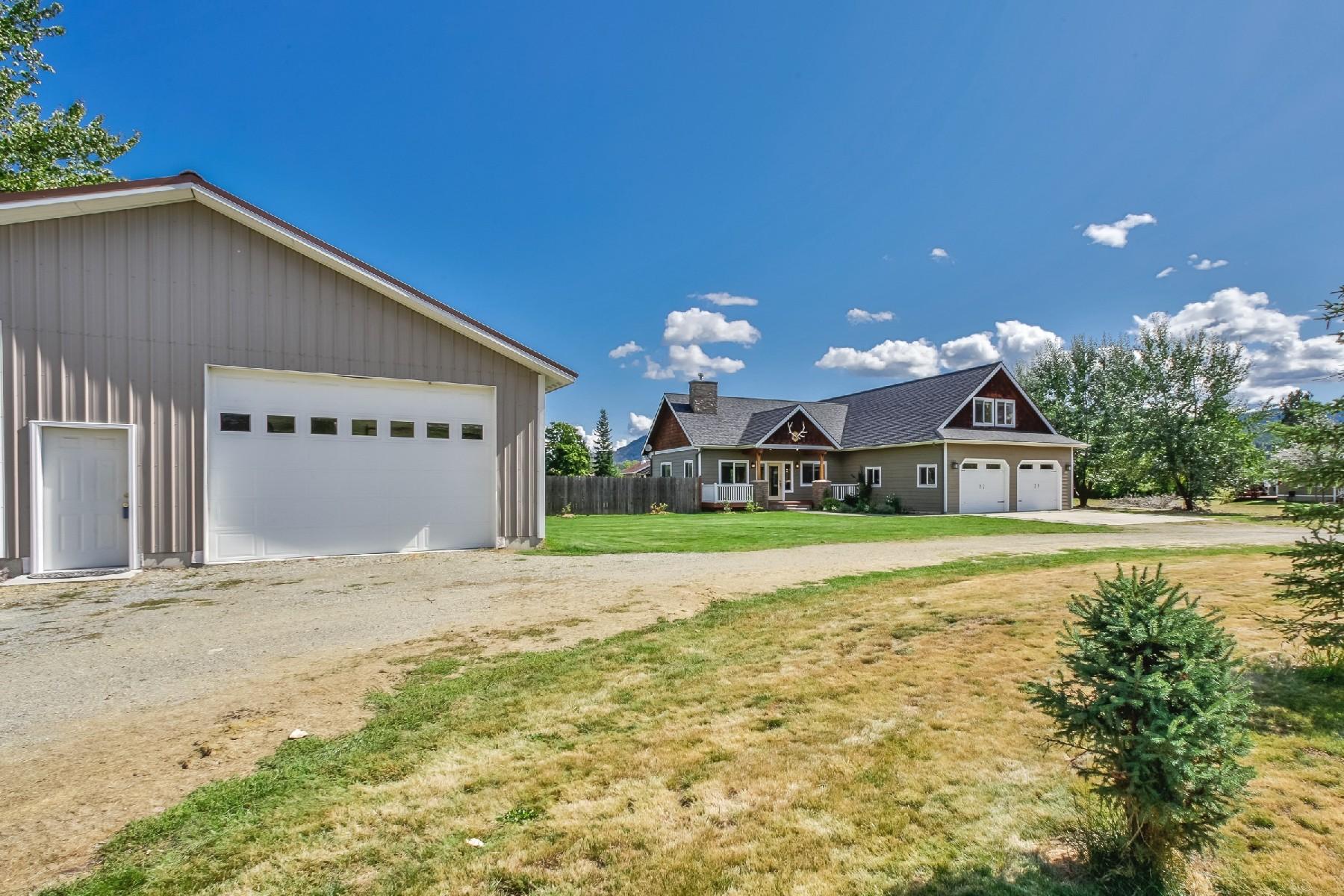Single Family Homes のために 売買 アット Wonderful Design 307 Riley Creek, Laclede, アイダホ 83841 アメリカ