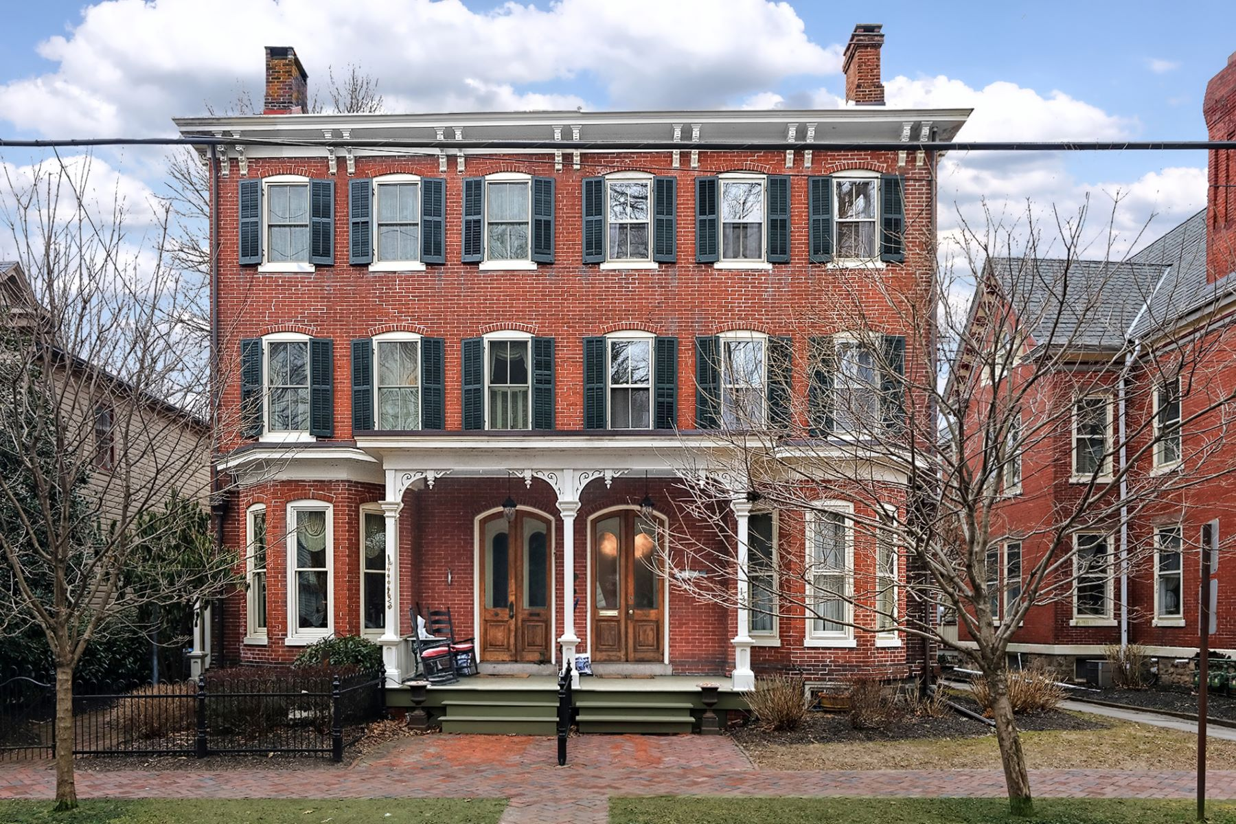 Property のために 売買 アット A Beauty In Distinguished Mansion Neighborhood 135 North Union Street, Lambertville, ニュージャージー 08530 アメリカ