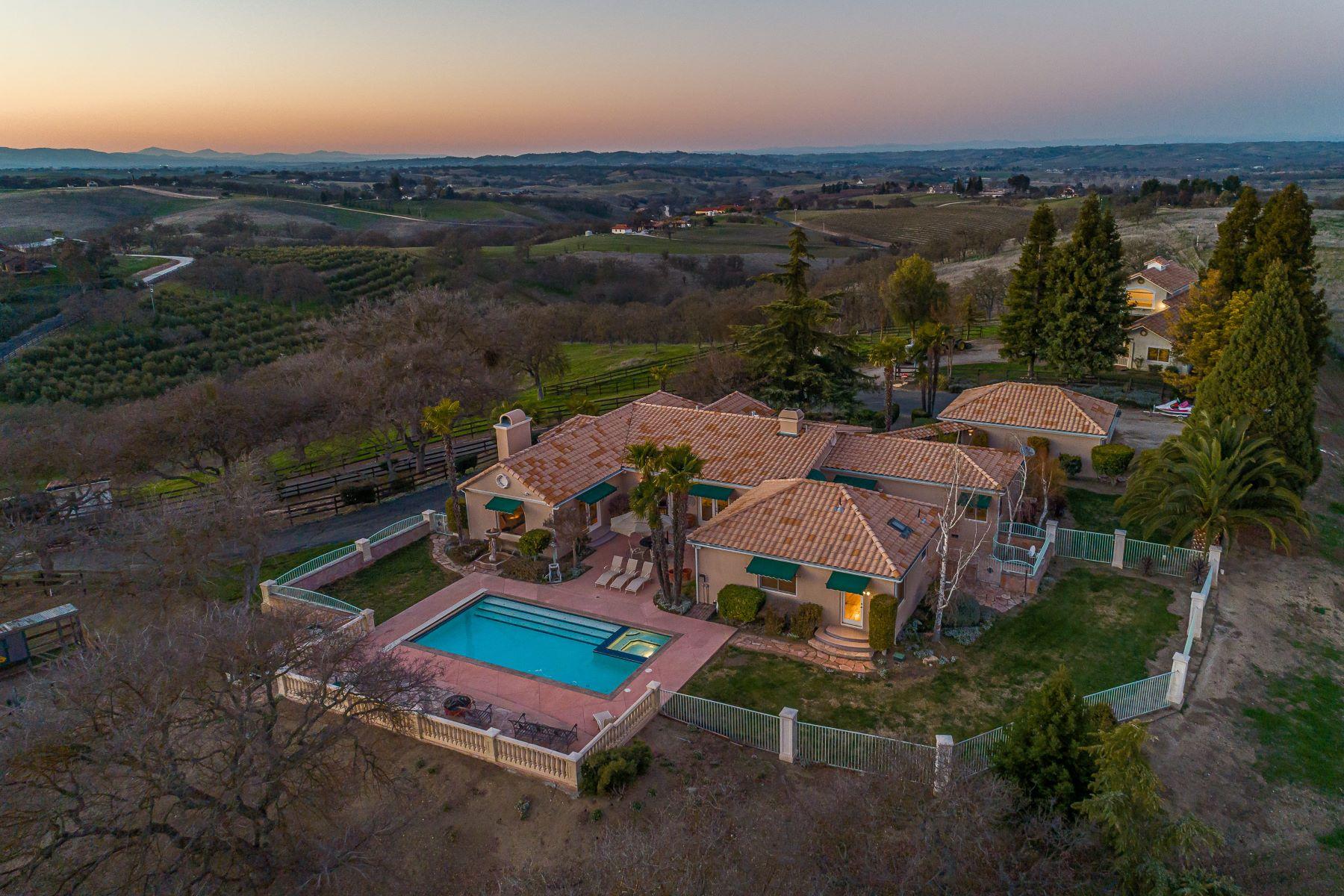 Single Family Homes para Venda às Extraordinary Private Estate 6275 Twin Canyon Lane, Creston, Califórnia 93432 Estados Unidos