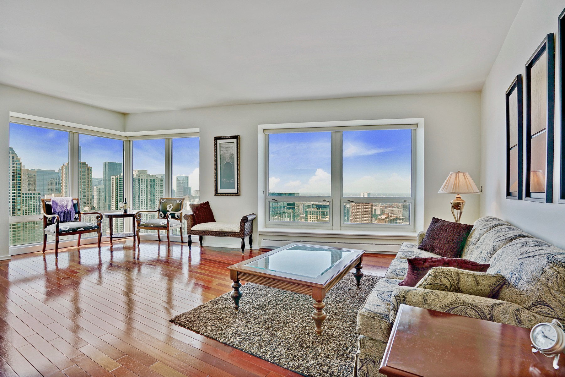 콘도미니엄 용 매매 에 Stunning Two Bedroom 57 E Delaware Place Unit 3906 Near North Side, Chicago, 일리노이즈, 60611 미국