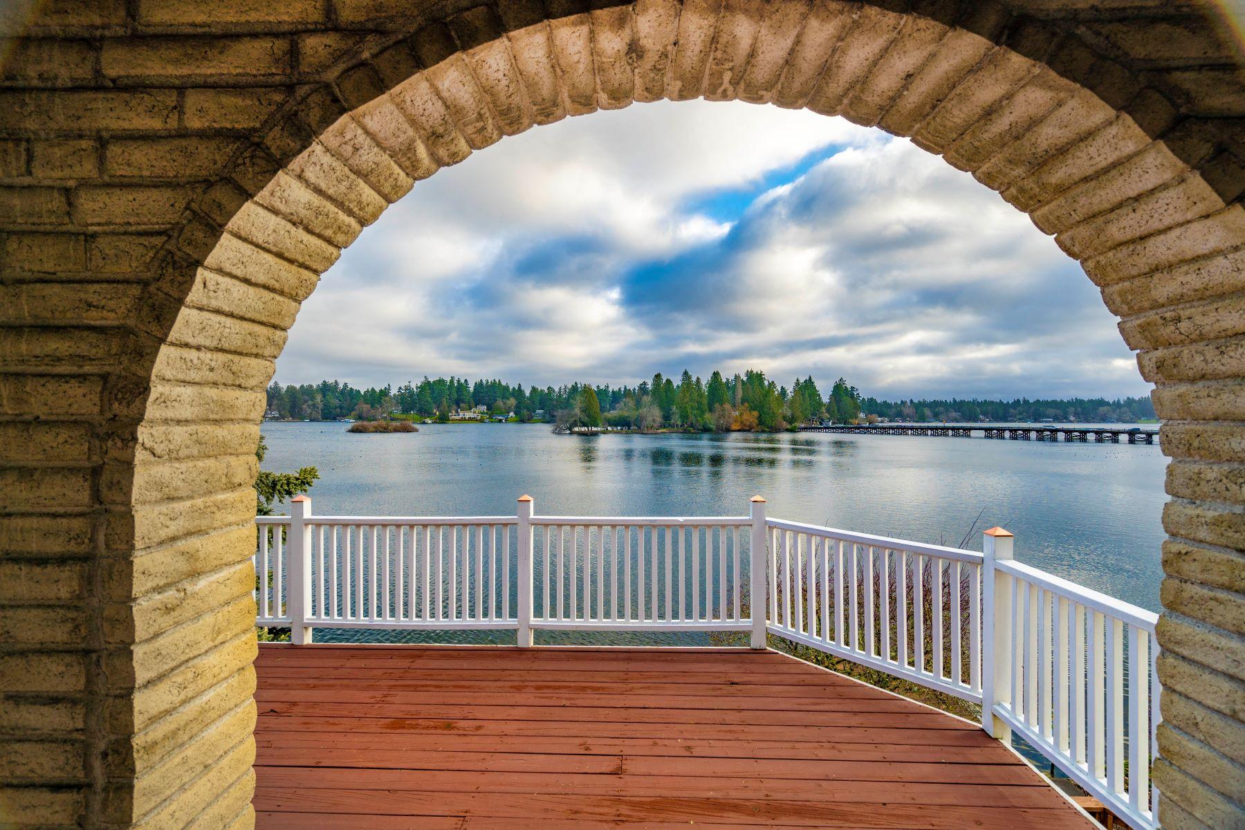 Single Family Homes for Sale at OnLakeSteilacoom.com 9829 Lake Steilacoom Drive SW Lakewood, Washington 98498 United States