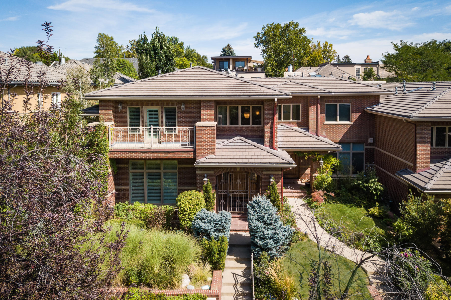 Additional photo for property listing at Desirable Cherry Creek North, walking distance to restaurants and shopping. 418 Steele St Denver, Colorado 80206 United States