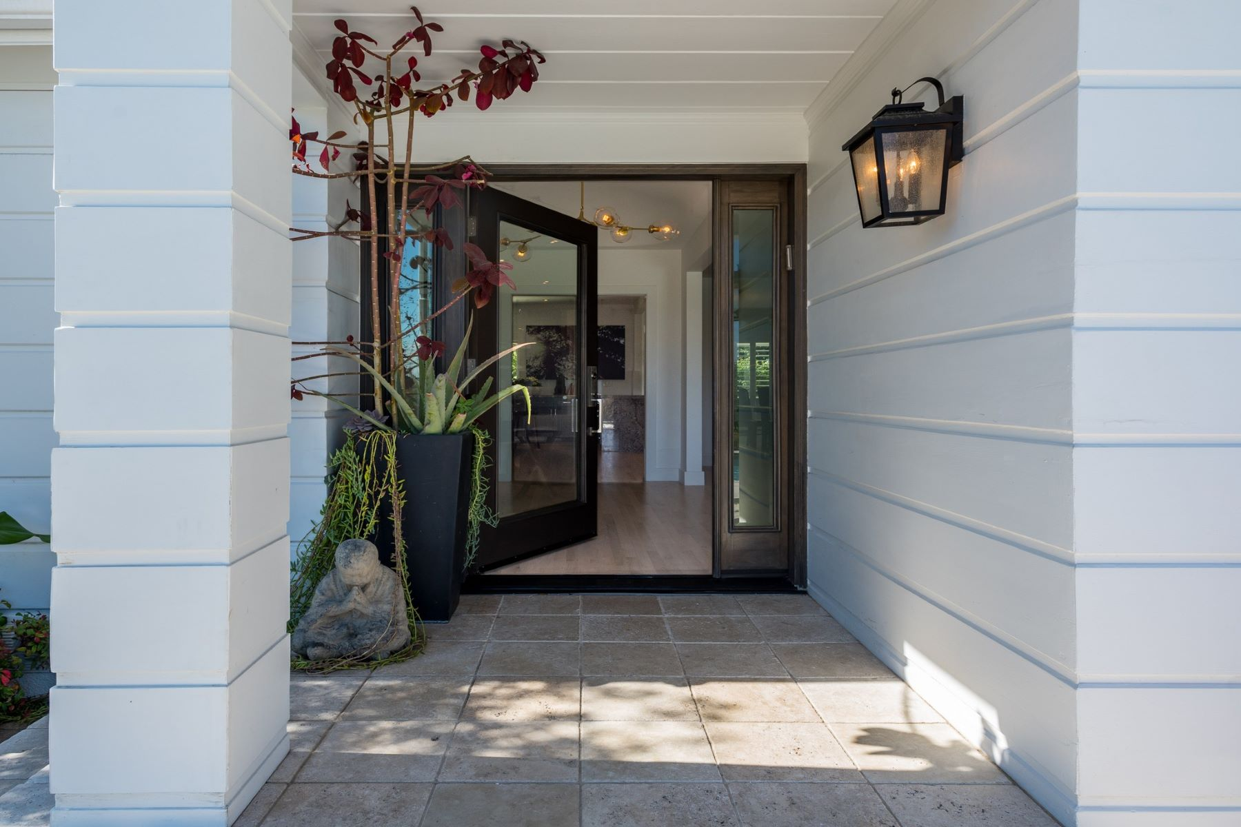 Additional photo for property listing at 14746 Valley Vista Bl  Sherman Oaks, California 91403 United States