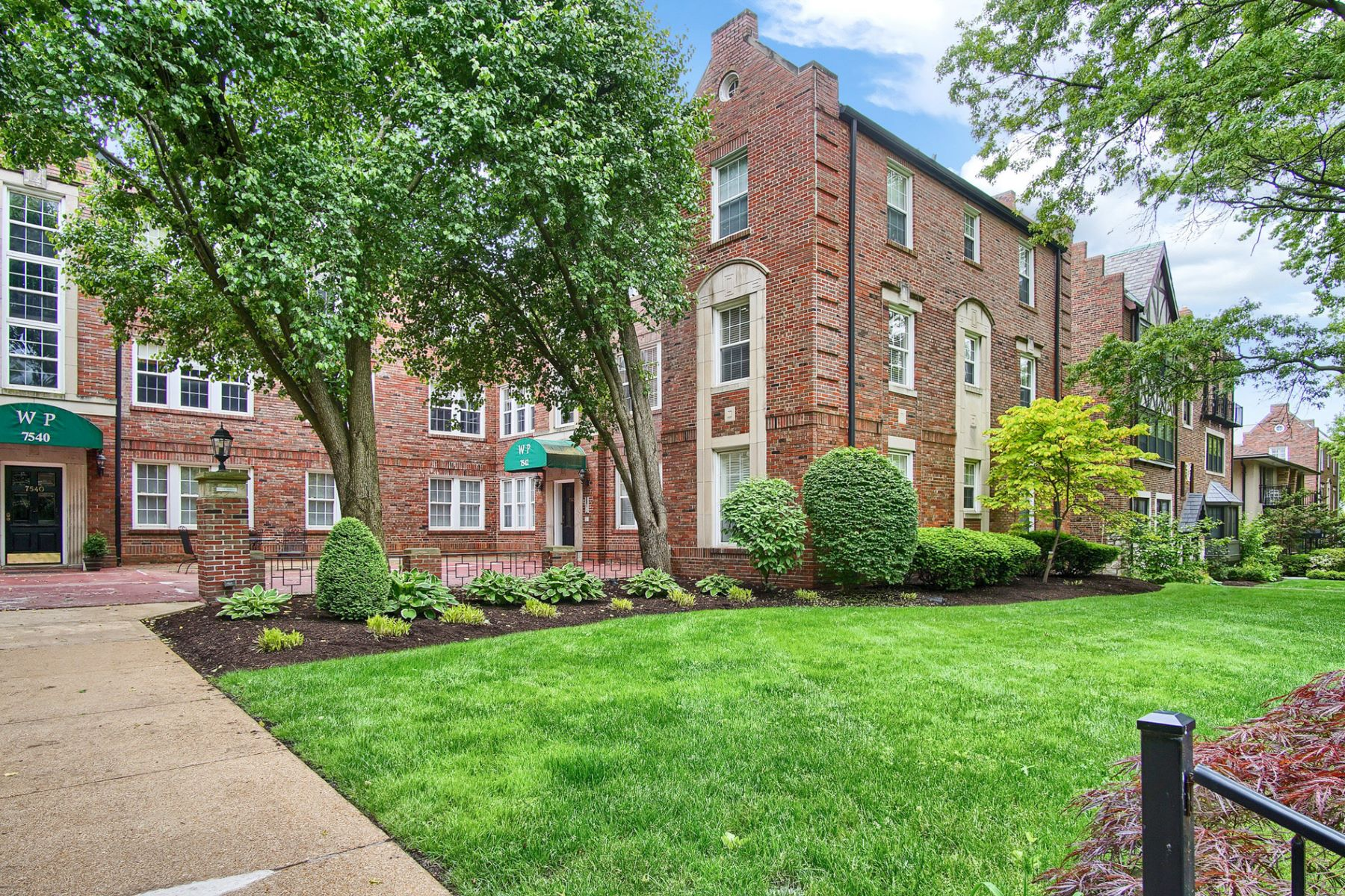 Condominiums for Rent at Charming Garden Apartment 7542 Wydown Boulevard #B St. Louis, Missouri 63105 United States