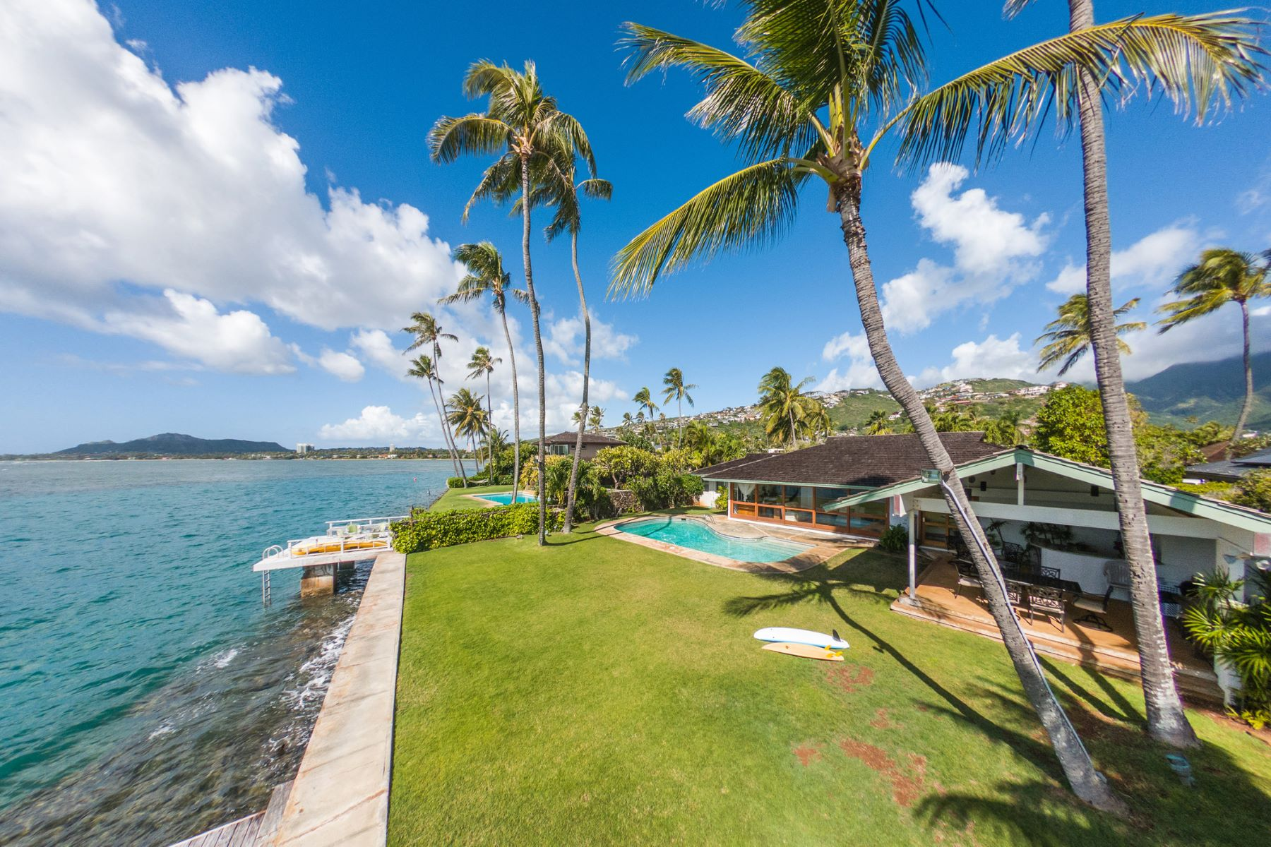 Single Family Homes 용 매매 에 Ocean Front Haven 202 Wailupe Circle, Honolulu, 하와이 96821 미국