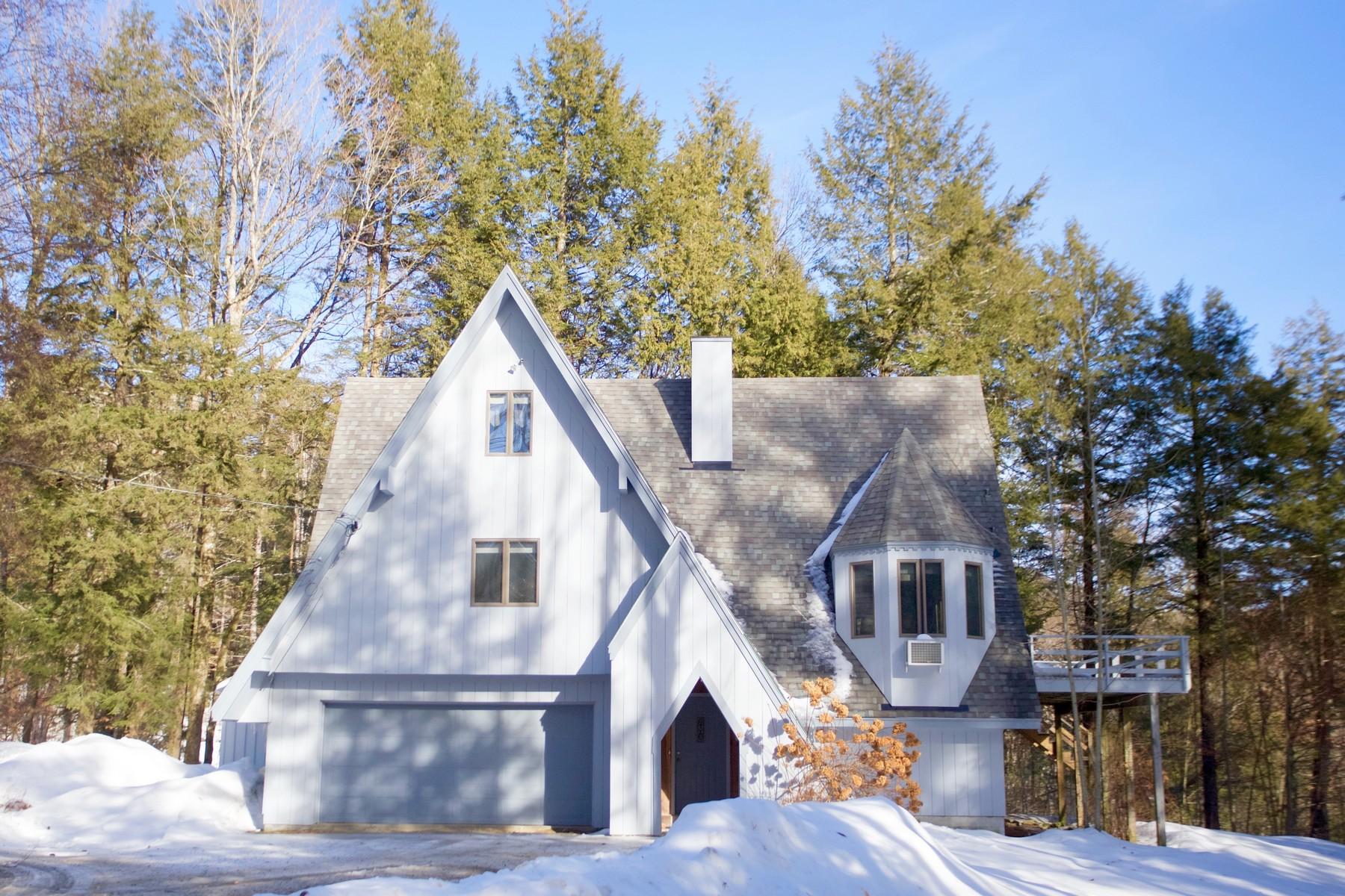 Single Family Home for Sale at Lovely Vermont Contemporary 332 Hidden Heights Chester, Vermont 05143 United States