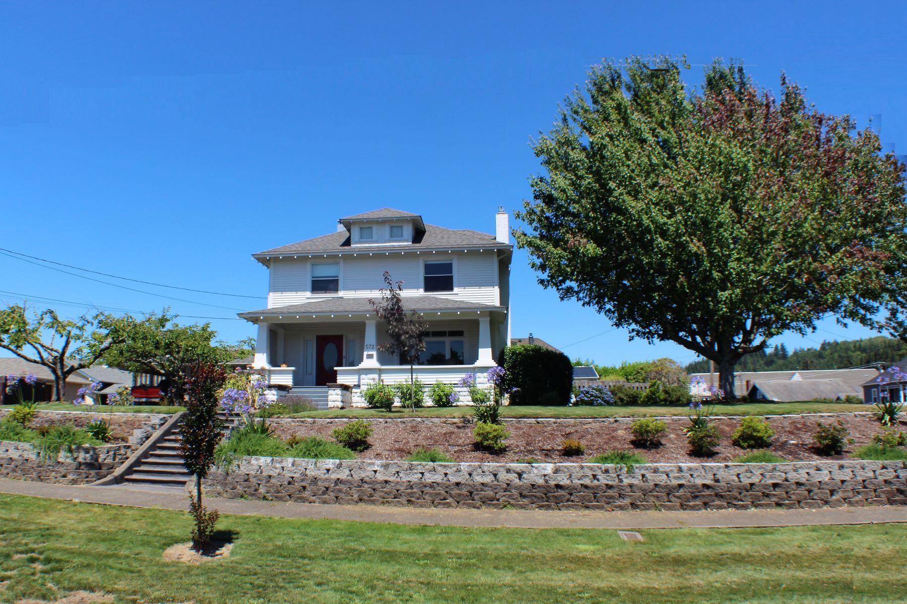Single Family Homes 為 出售 在 Historic Craftsman 572 E. 1st Street, Coquille, 俄勒岡州 97423 美國