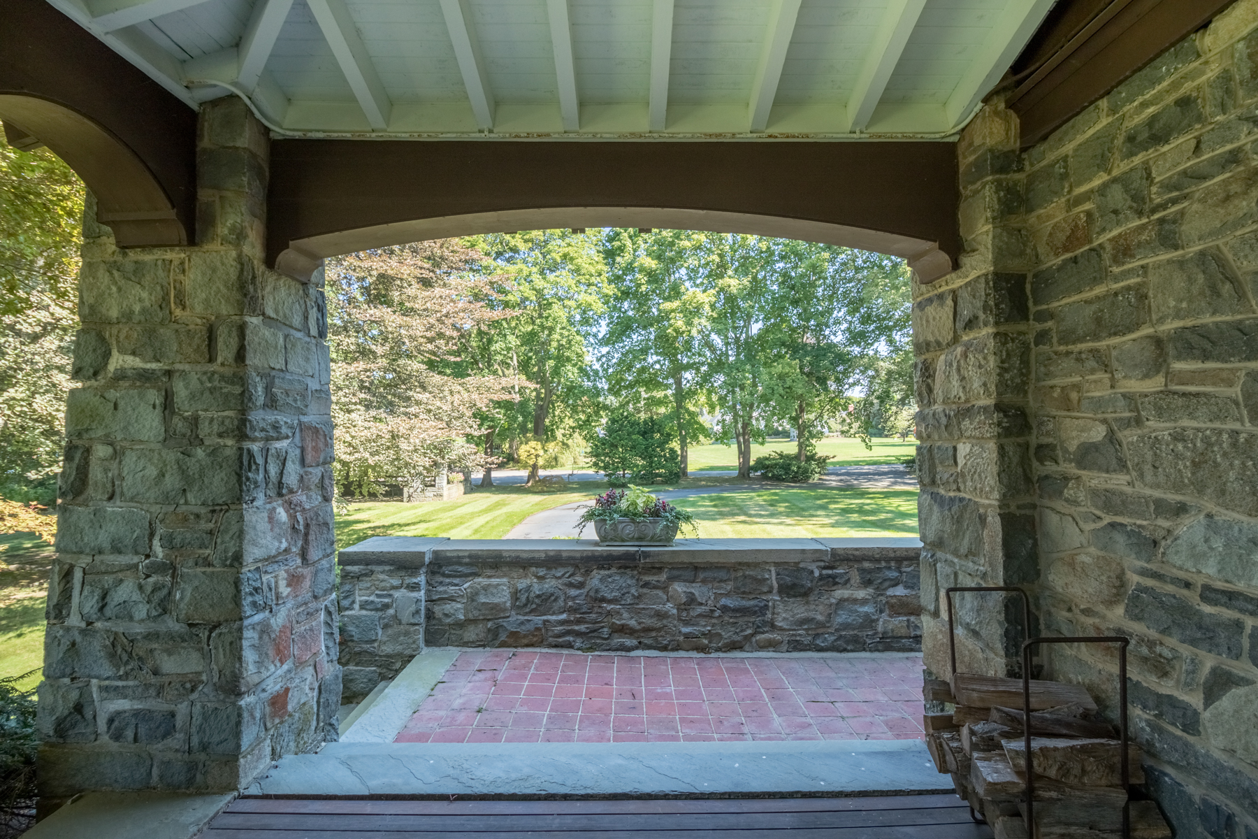 Additional photo for property listing at 305 Rumstick Rd, Barrington, RI 305 Rumstick Rd Barrington, Rhode Island 02806 United States