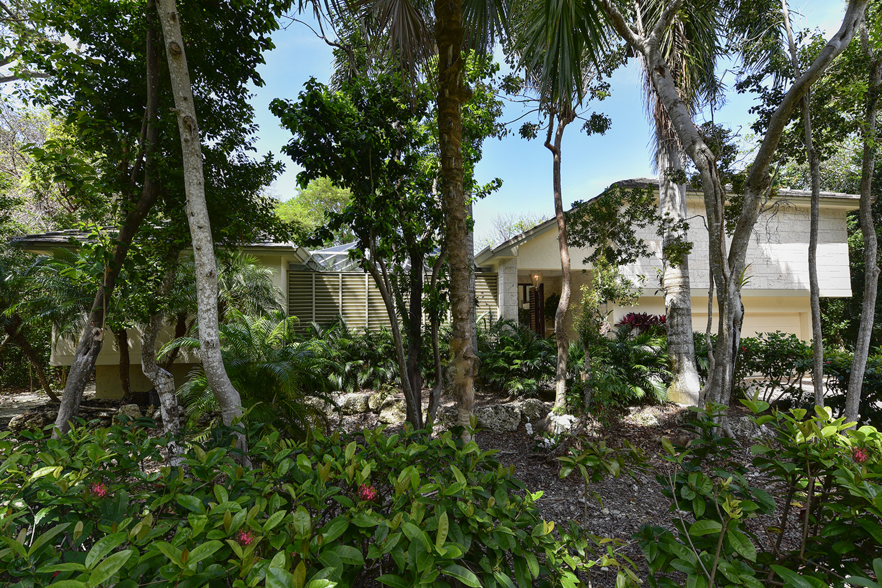 Additional photo for property listing at Golf Course Home at Ocean Reef 425 South Harbor Drive Key Largo, Florida 33037 Usa