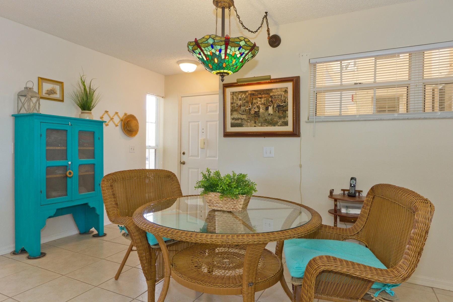 First Floor End-Unit Condo with Lake View! 466 Grove Isle Circle Unit 466 Vero Beach, Florida 32962 Estados Unidos