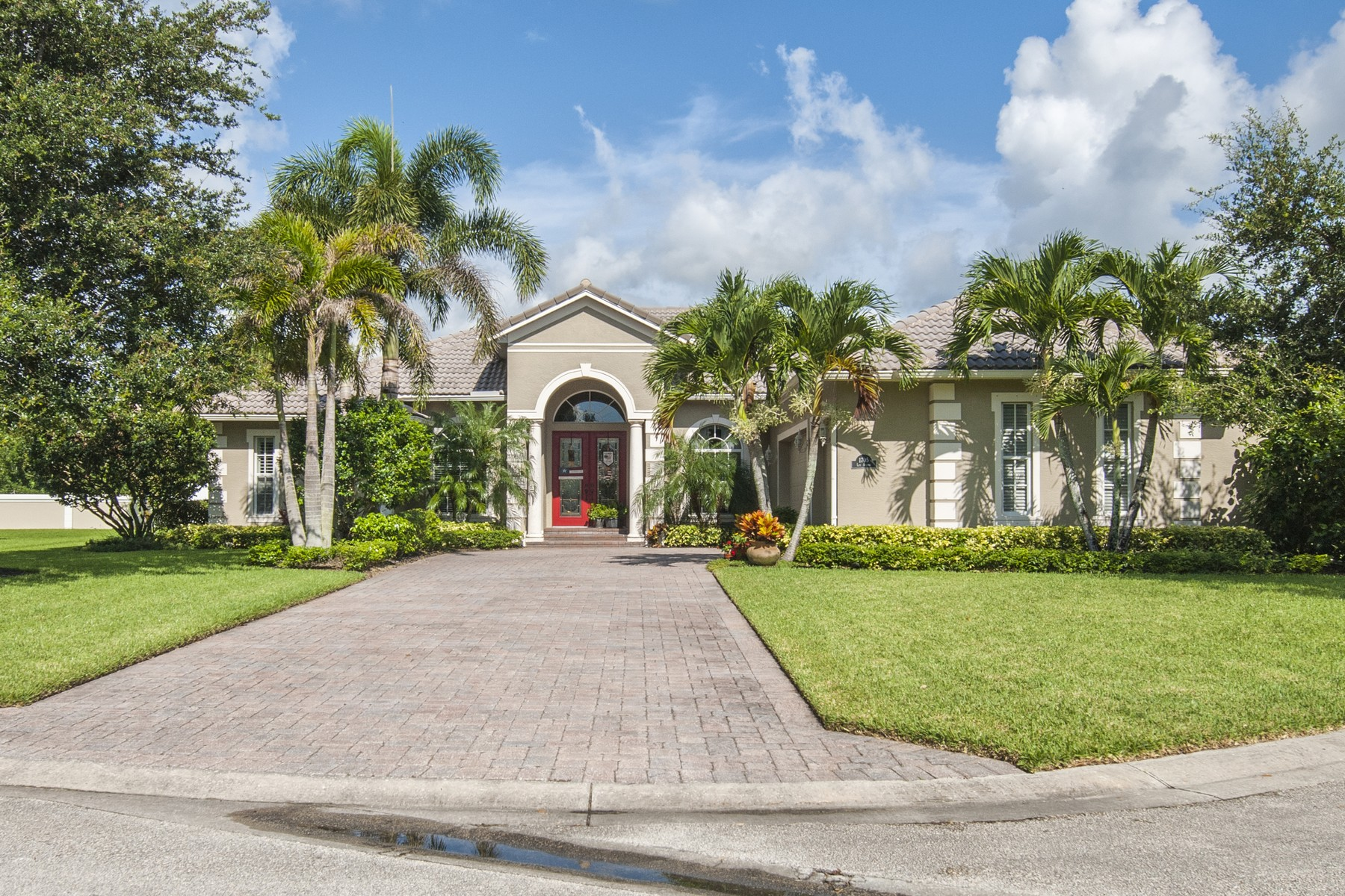 Immaculate and Grand Pool Home on Doctors Row 1705 Lee Avenue Vero Beach, Florida 32966 Estados Unidos