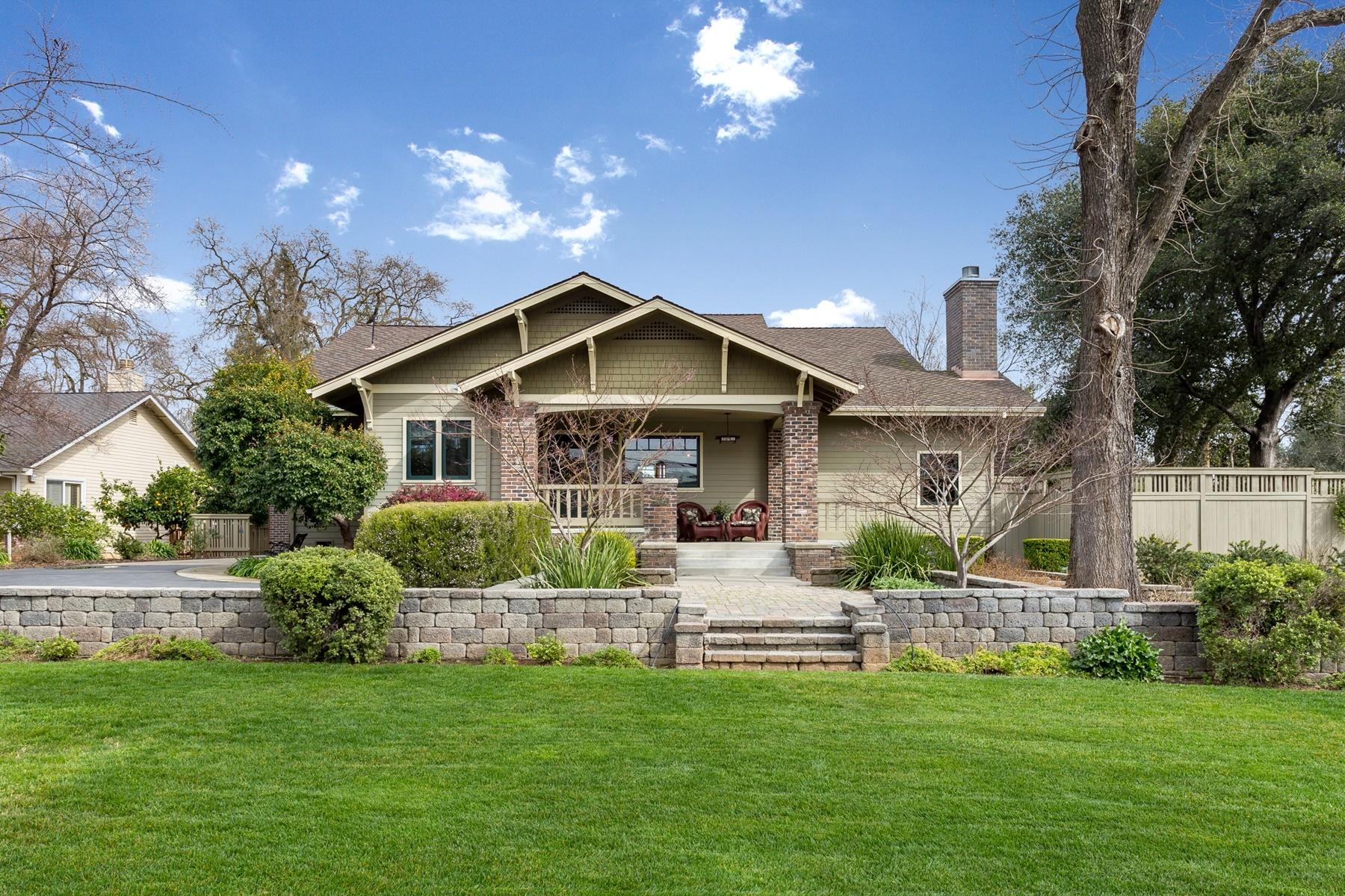 Maison unifamiliale pour l Vente à Remarkable 1910 Craftsman 3232 Norris Avenue Sacramento, Californie 95821 États-Unis