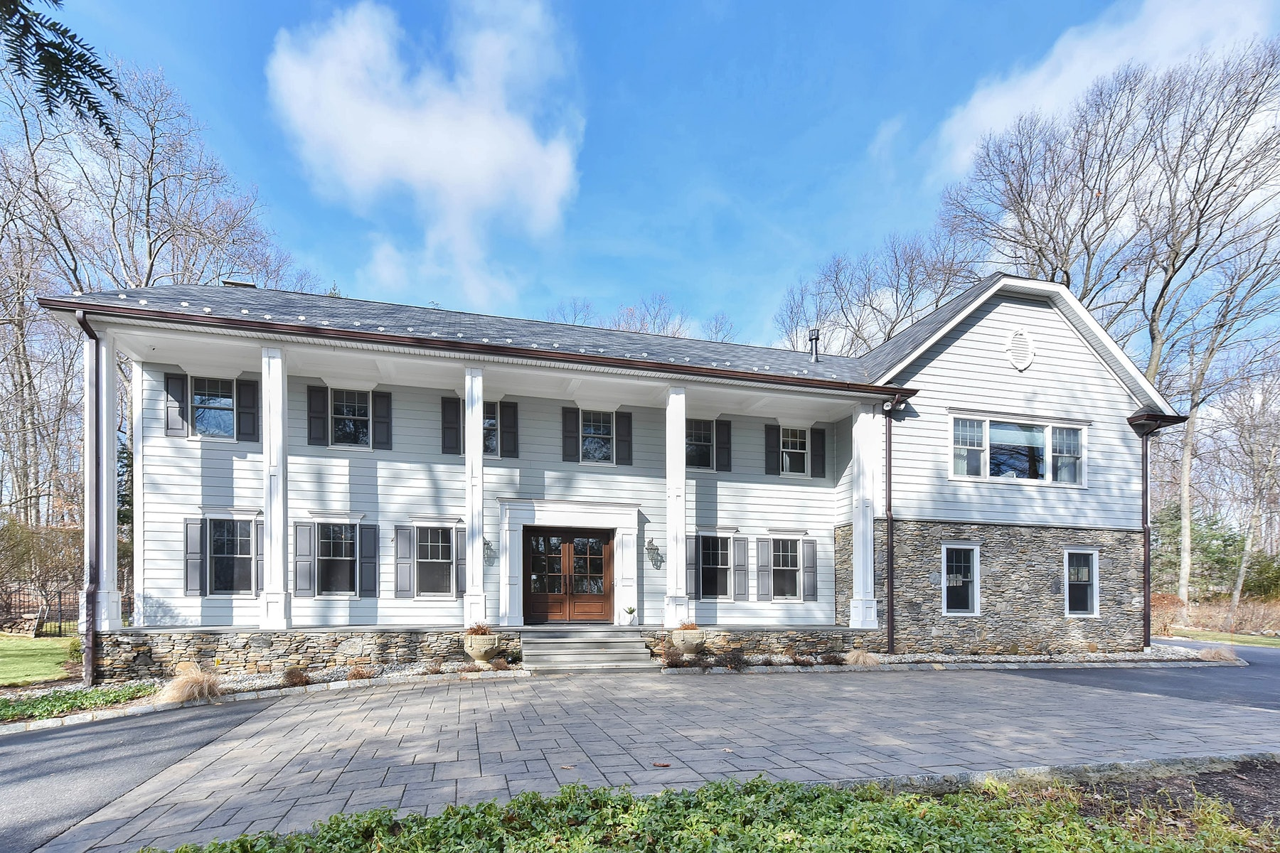 واحد منزل الأسرة للـ Sale في Exquisite Entertainer's Paradise ! 63 W Wildwood Rd, Saddle River, New Jersey, 07458 United States