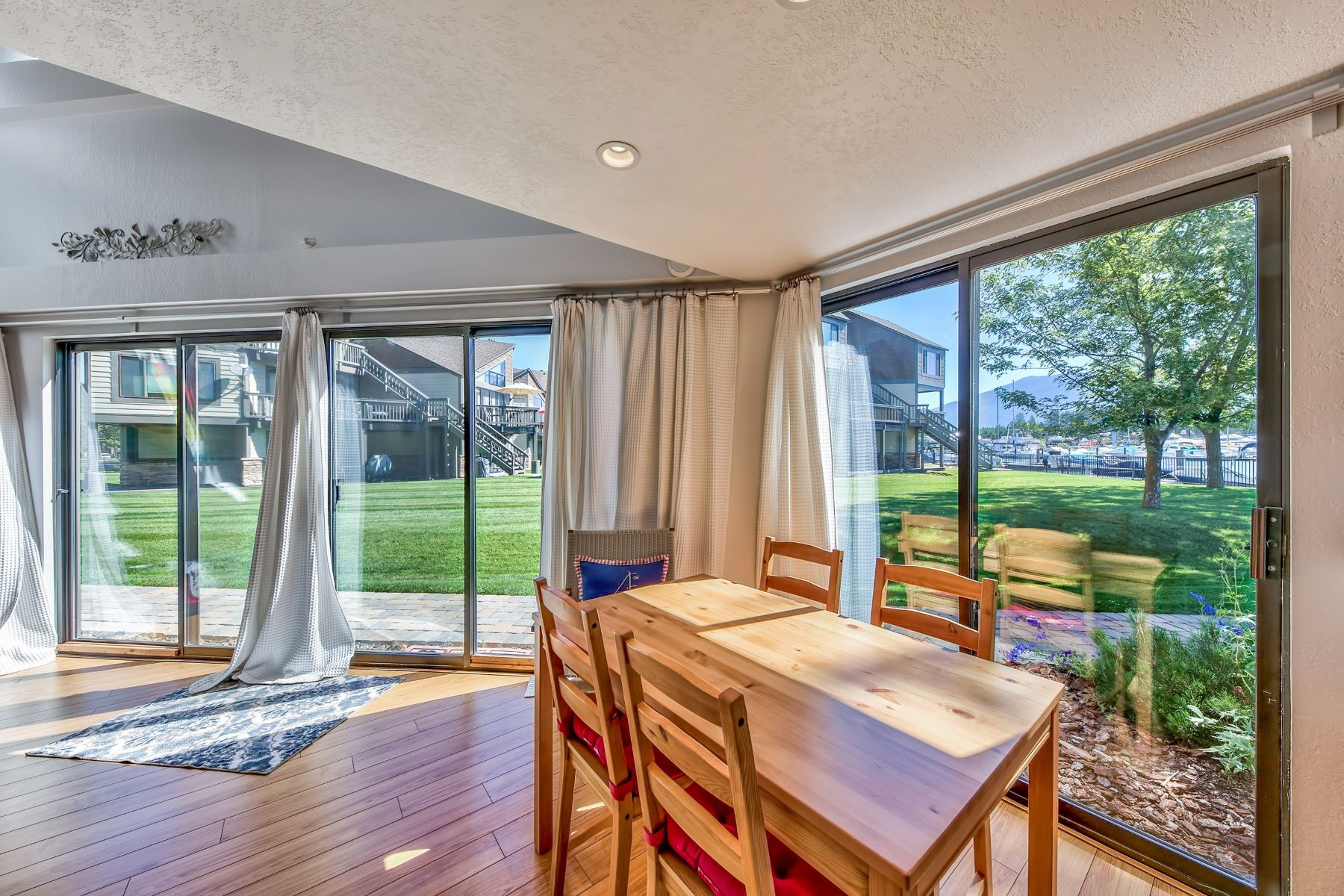 Additional photo for property listing at 497 Tahoe Keys Blvd #41, South Lake Tahoe, CA 96150 497 Tahoe Keys Blvd #41 South Lake Tahoe, California 96150 Estados Unidos