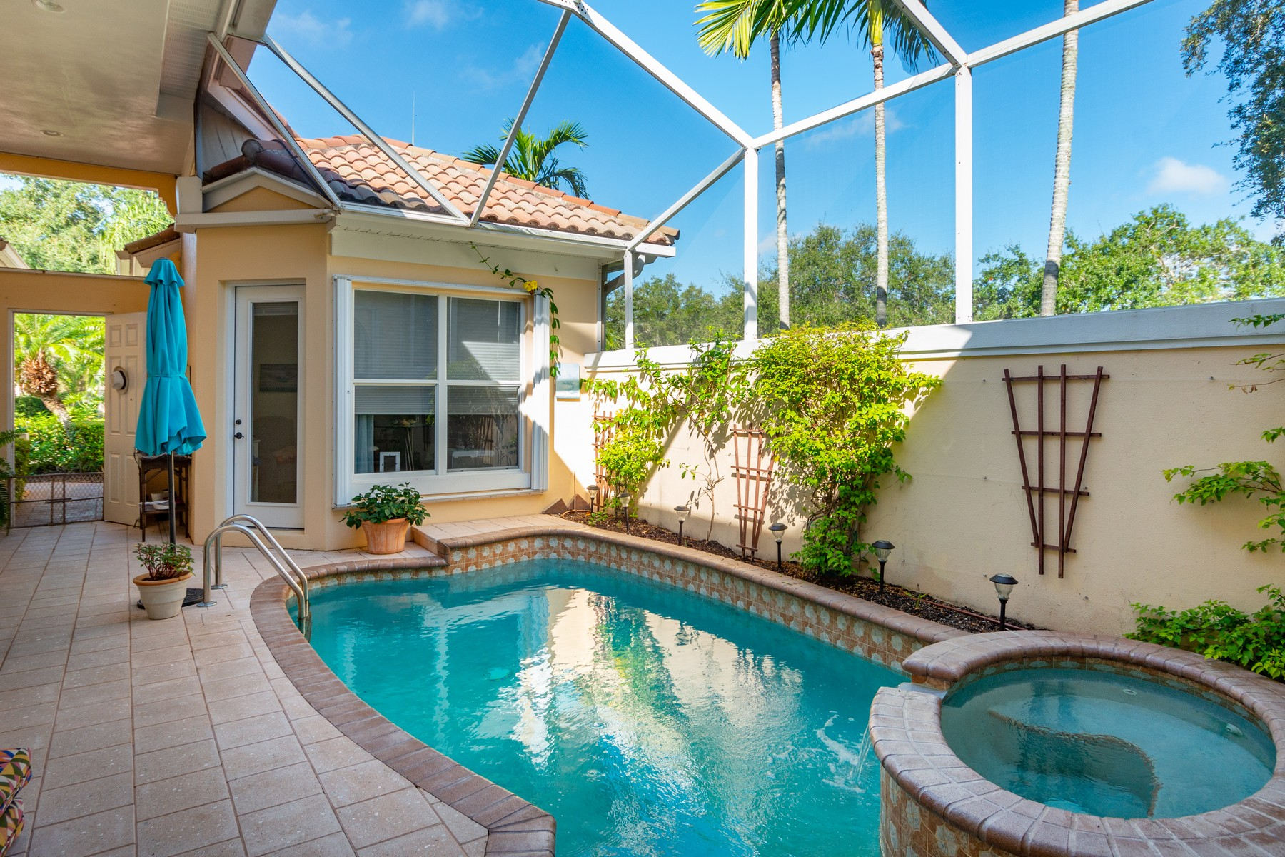 Additional photo for property listing at GRAND HARBOR MARINA FRONT COURTYARD POOL HOME 5450 W Harbor Village Drive Vero Beach, Florida 32967 United States