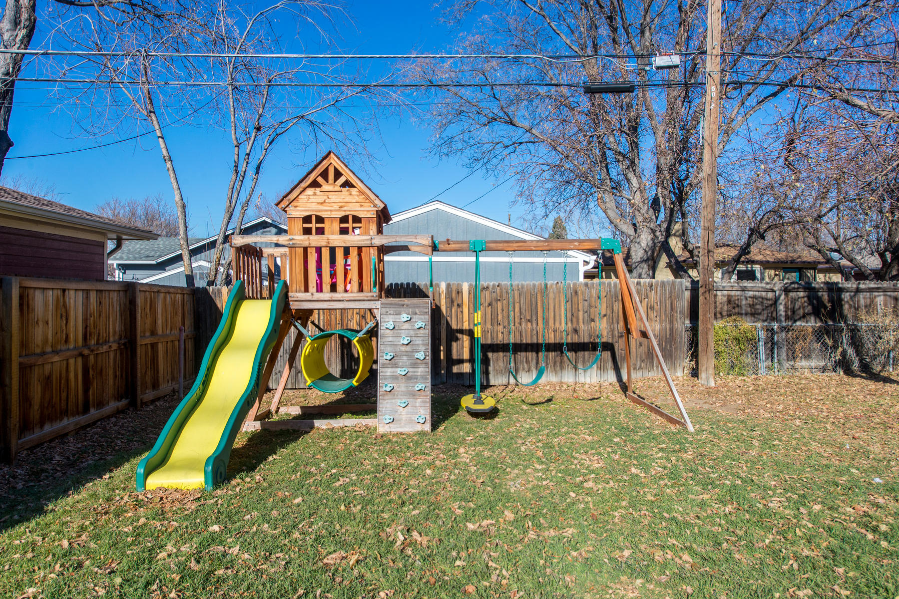 Additional photo for property listing at Perfectly appointed brick ranch home in Virgina Village 5005 Atlantic Place Denver, Colorado 80222 United States