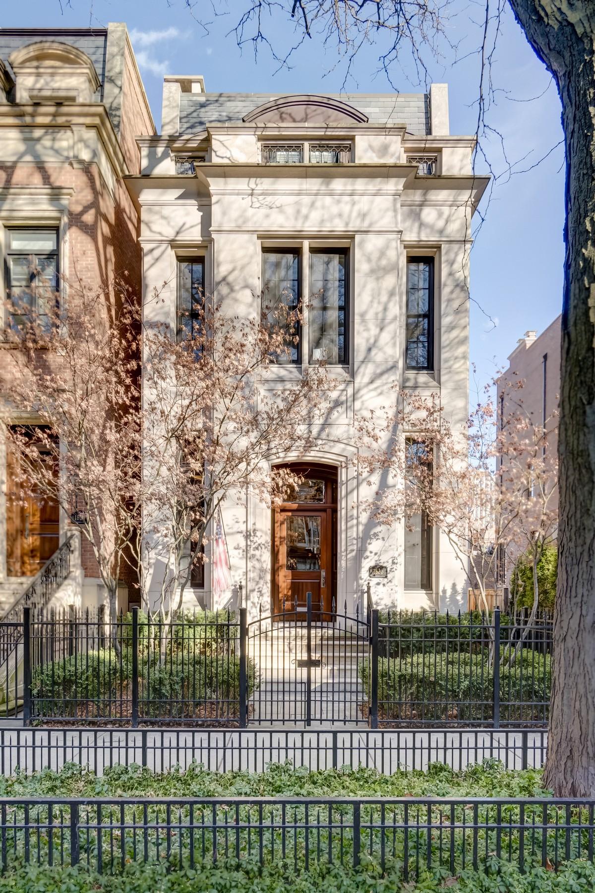 Частный односемейный дом для того Продажа на Exclusive Metzler Hull East Lincoln Park Home 1823 N Cleveland Avenue Near North Side, Chicago, Иллинойс, 60614 Соединенные Штаты