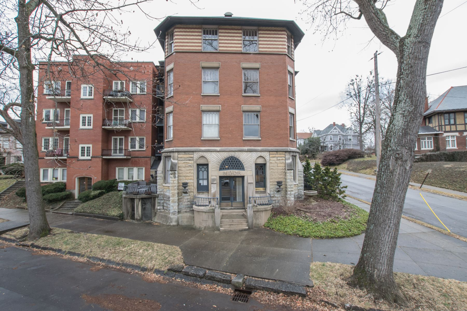 Condominium for Sale at 2229 Cherokee Parkway Unit H 2229 Cherokee Parkway Unit H Louisville, Kentucky 40204 United States