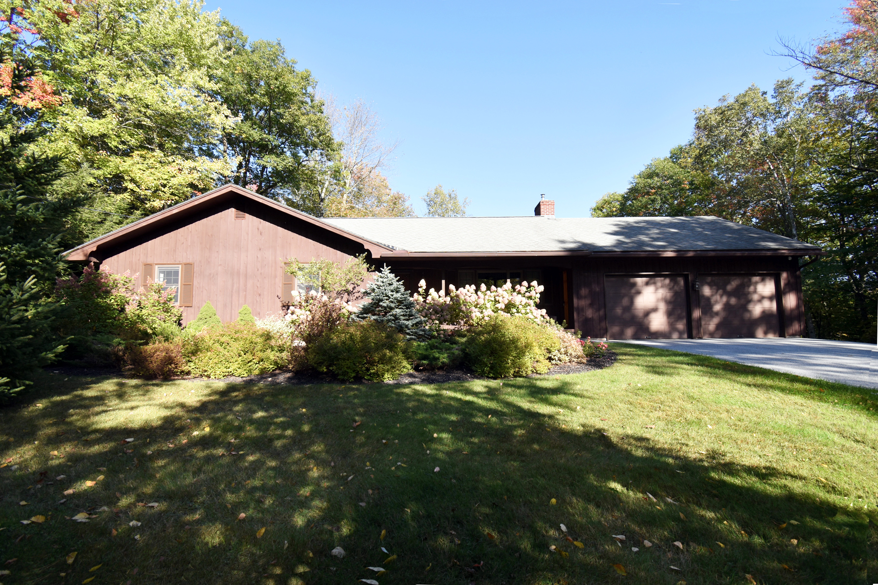 Single Family Homes for Sale at 636 Sherwood Drive, Mendon 636 Sherwood Dr Mendon, Vermont 05701 United States