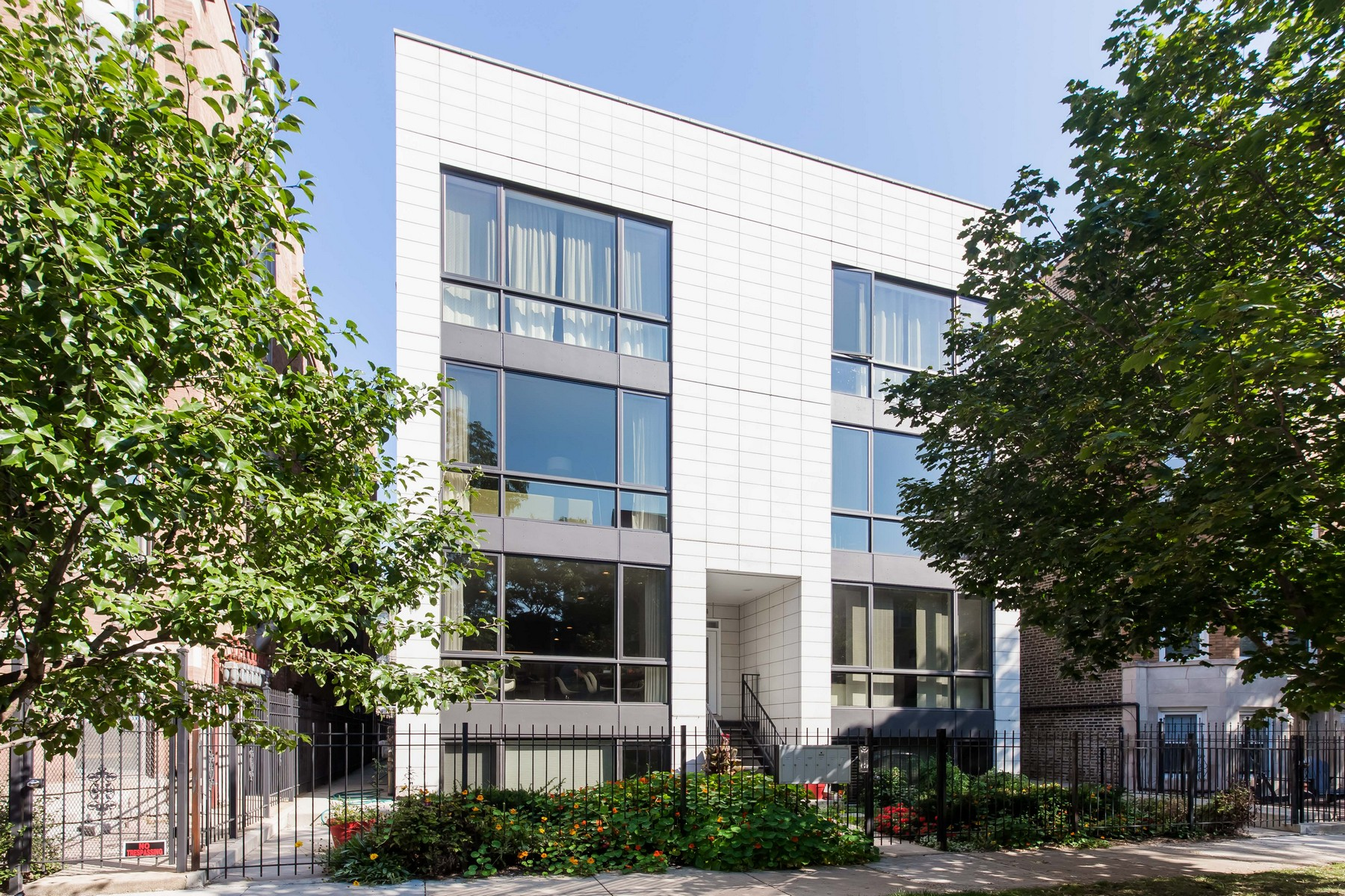 Condominium for Sale at Stunning Recent Construction Condo 2324 W Huron Street Unit 1W West Town, Chicago, Illinois, 60612 United States