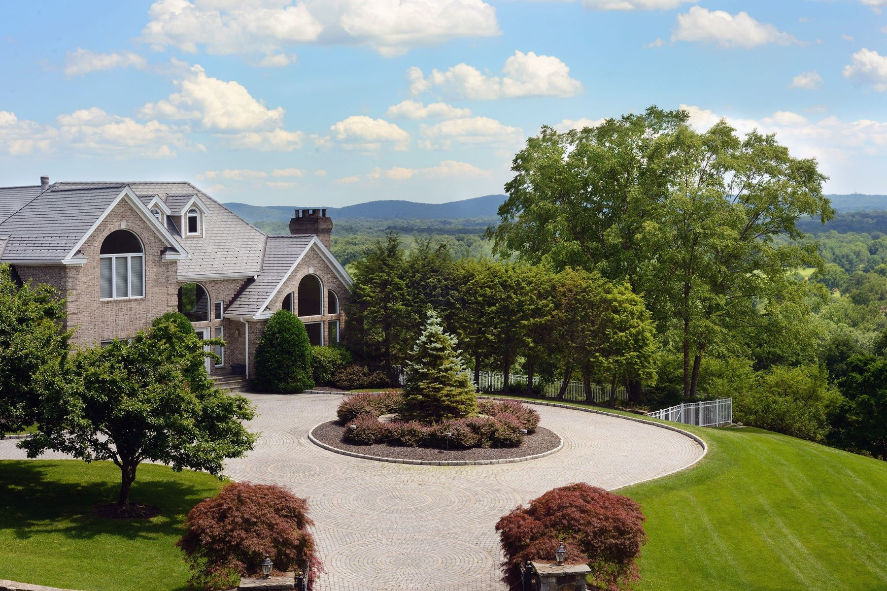 "واحد منزل الأسرة للـ Sale في ""Mountain Top Estate"" 6 Sky Drive New City, New York 10956 United States"