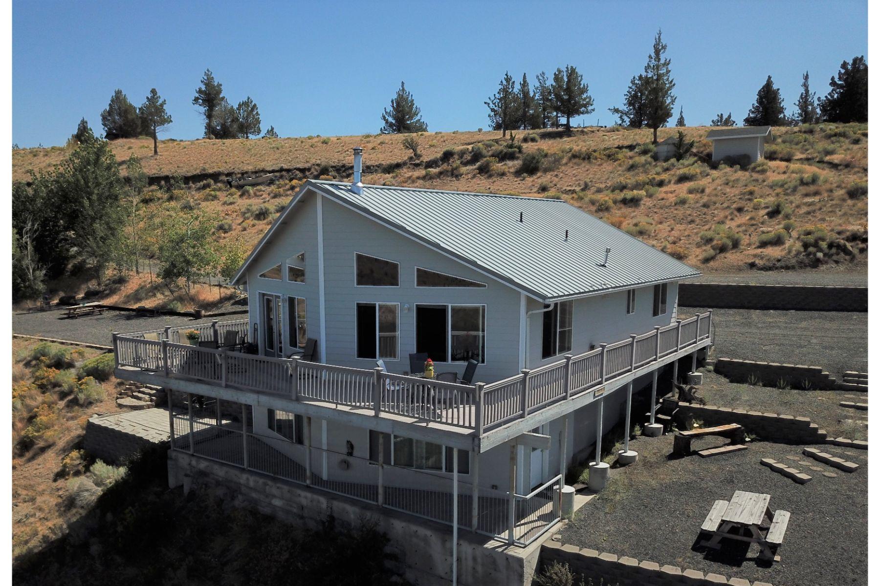 Single Family Homes pour l Vente à Expansive Lake & Mtn. Views 12030 SW Leisure Lane, Culver, Oregon 97734 États-Unis