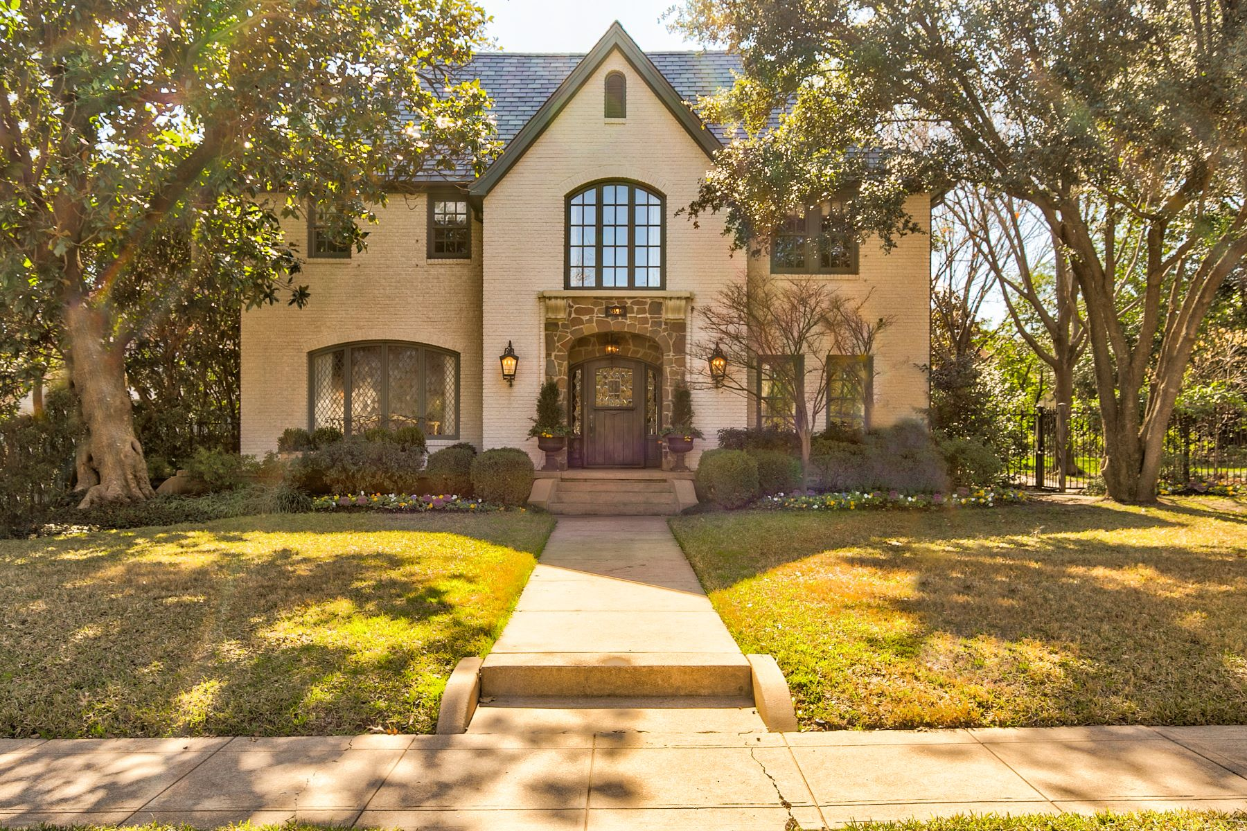 Single Family Homes for Sale at First home on Monticello Drive, built in 1935 3829 Monticello Drive Fort Worth, Texas 76107 United States