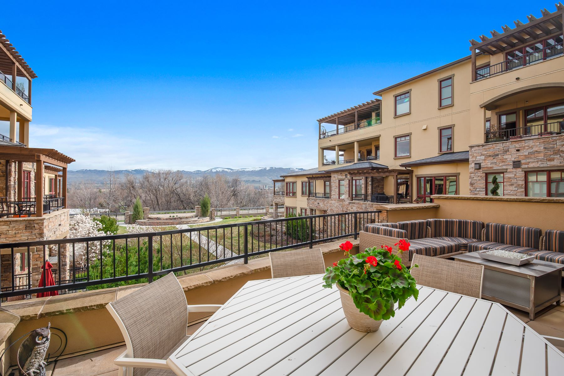 Condominiums for Sale at 3059 Crescent Rim Drive #207 207, Boise 3059 W Crescent Rim Drive #207 207 Boise, Idaho 83706 United States