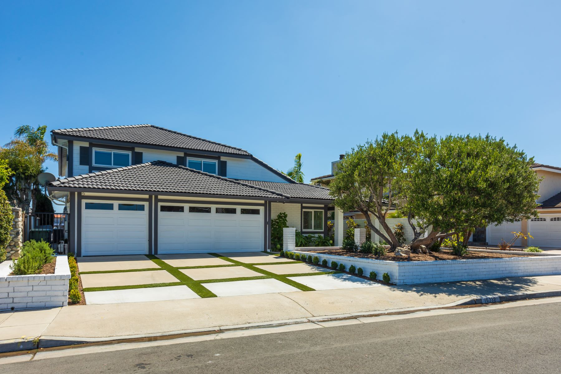 Single Family Homes for Sale at Sean Stanfield 16332 Sundancer Lane Huntington Beach, California 92649 United States
