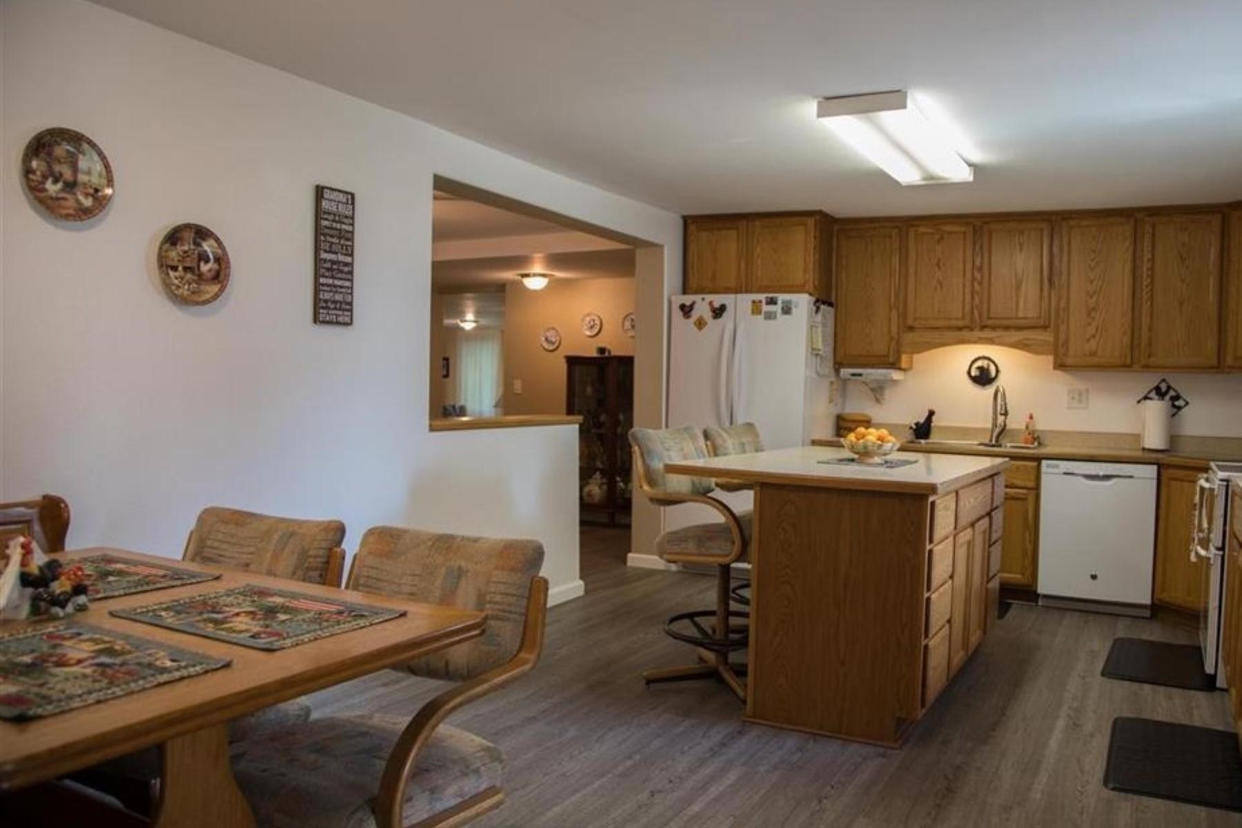Additional photo for property listing at  North Pole, Alaska 99705 Estados Unidos