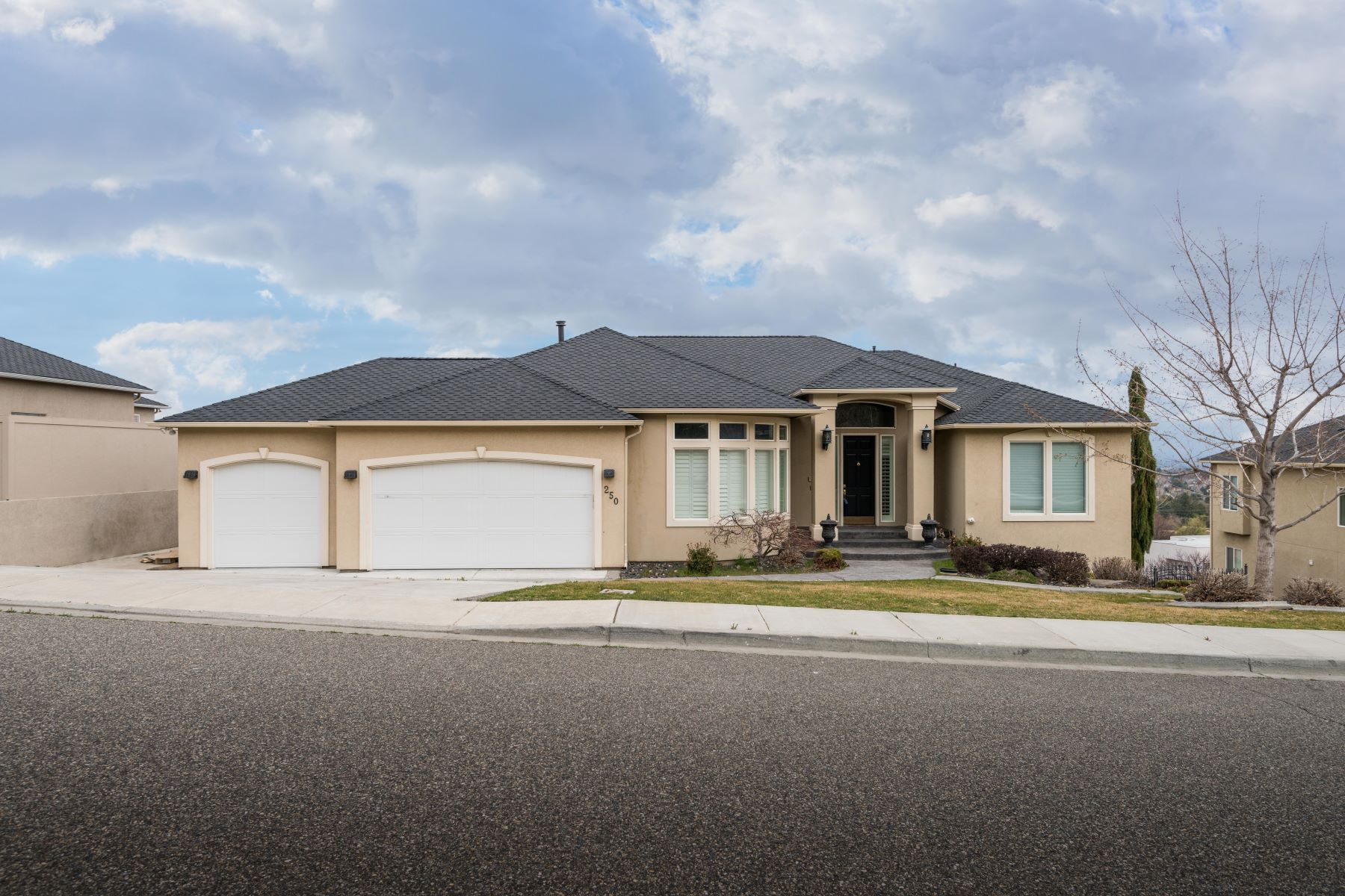 Single Family Homes for Sale at River View 250 Meadowridge Loop Richland, Washington 99352 United States