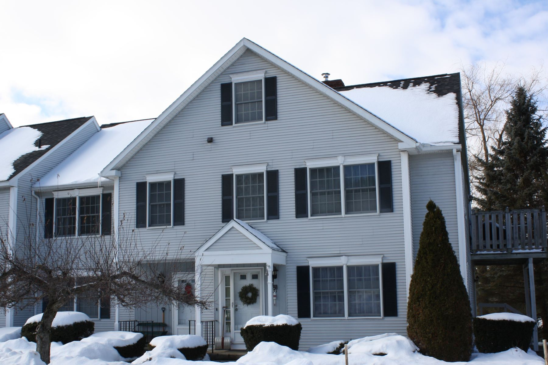 Condominiums for Sale at Move in ready Condo 33 Twin Circle 33 Middlebury, Vermont 05753 United States