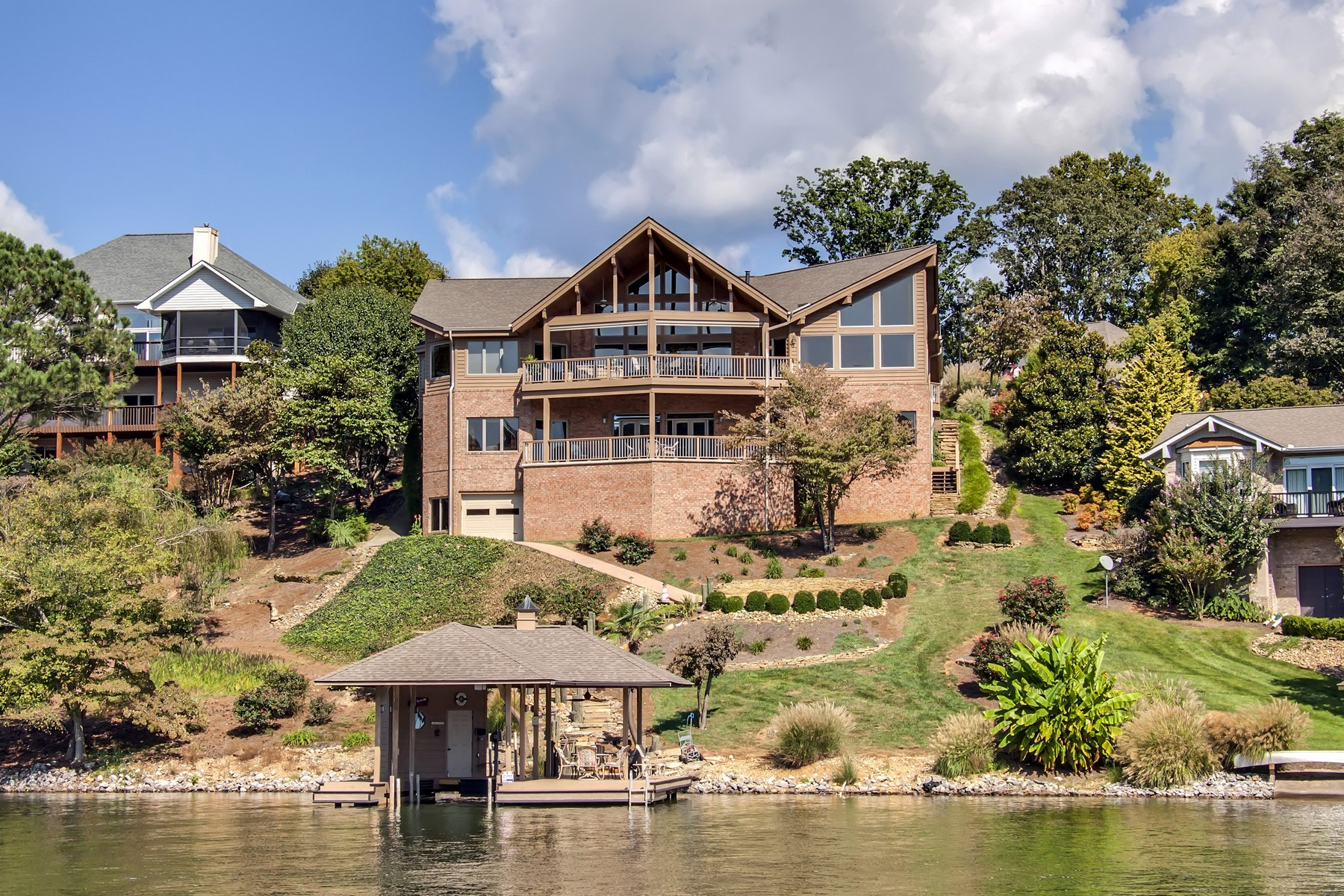 Single Family Home for Sale at Beautiful Custom Home on Tellico Lake 230 Tecumsah Way Loudon, Tennessee 37774 United States