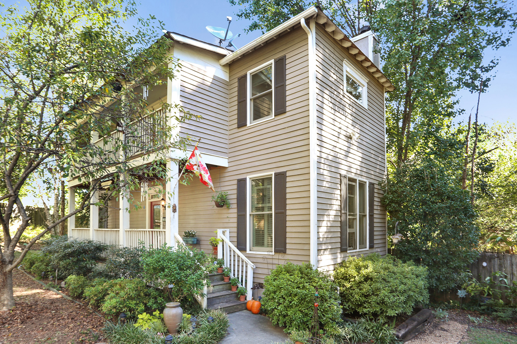 Single Family Home for Sale at Charming Two-Story In Fantastic Grant Park Location! 330 Grant St Atlanta, Georgia 30305 United States
