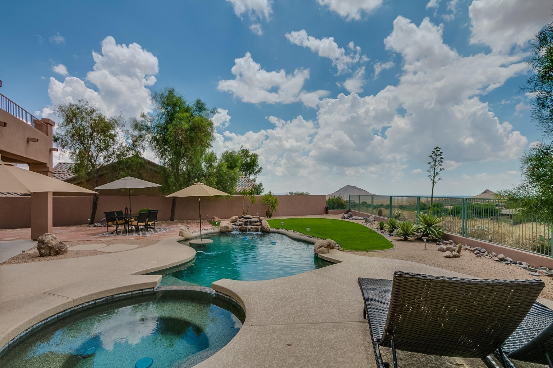独户住宅 为 出租 在 Gorgeous fully upgraded home in coveted Eagle Mountain 9608 N Indigo Hills Dr Fountain Hills, 亚利桑那州, 85268 美国